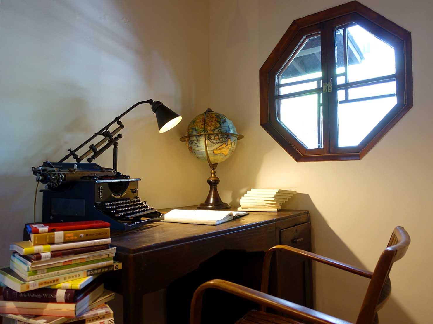 台北の街に佇む日本式古民家の図書館「文房 Chapter」のテーブル
