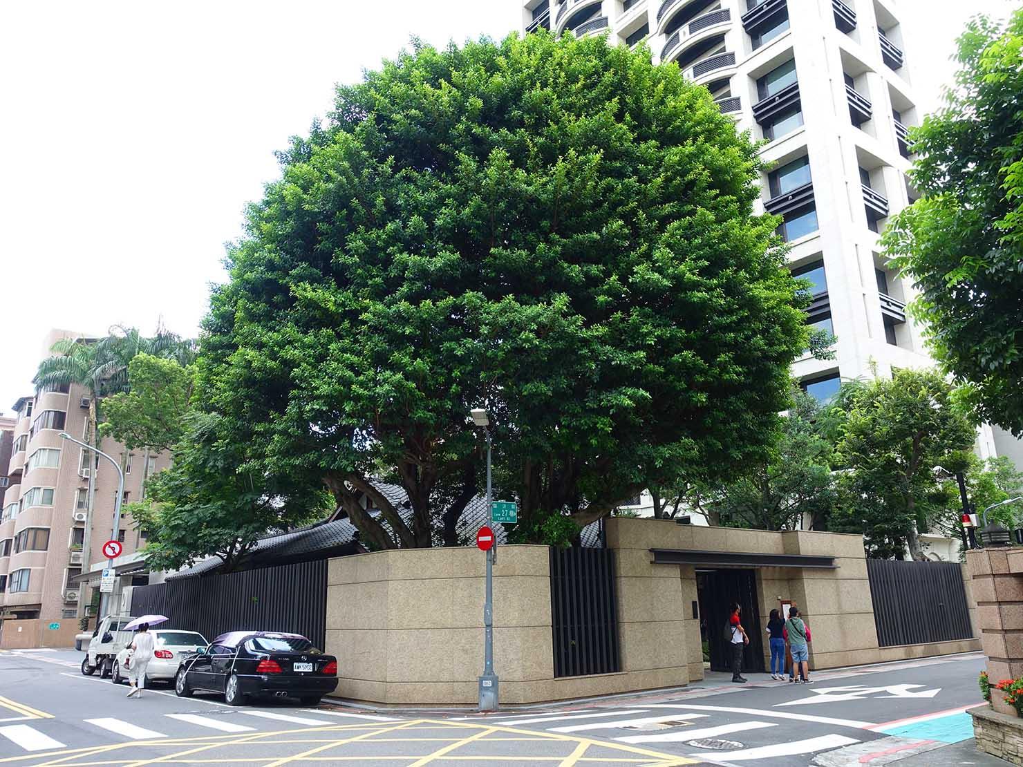台北の街に佇む日本式古民家の図書館「文房 Chapter」の外観