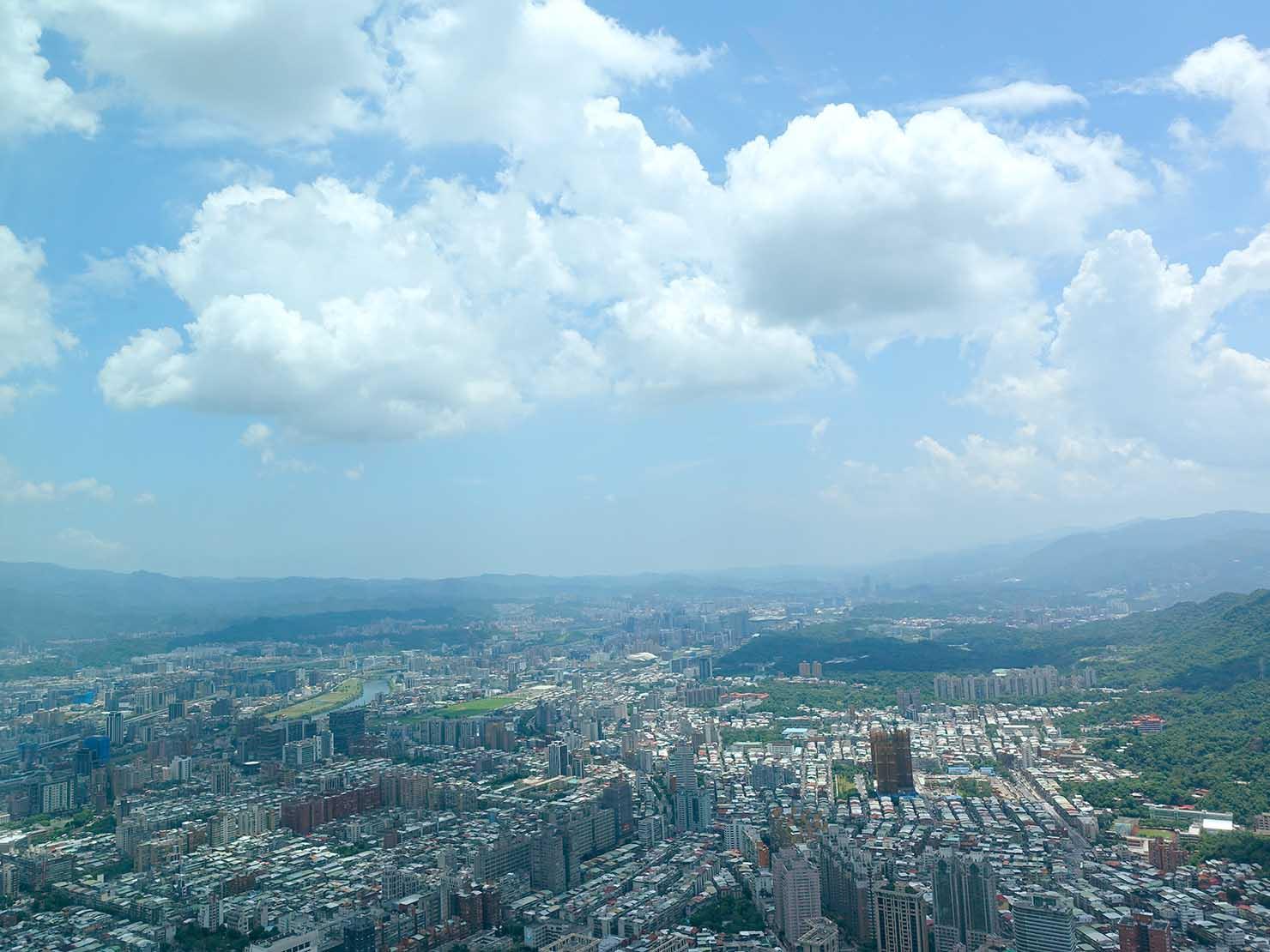 高級レストラン「頂鮮台北101」から望む空
