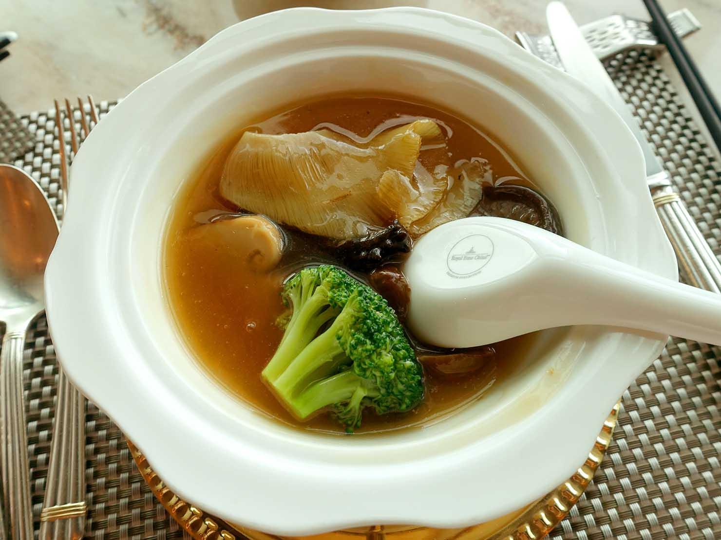 高級レストラン「頂鮮台北101」ランチセットのスープ・皇湯紅燒五寶翅