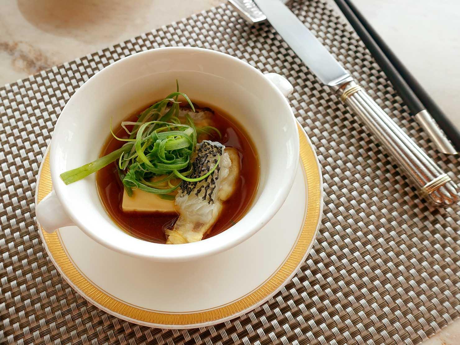 高級レストラン「頂鮮台北101」ランチセットのお魚・龍膽魚