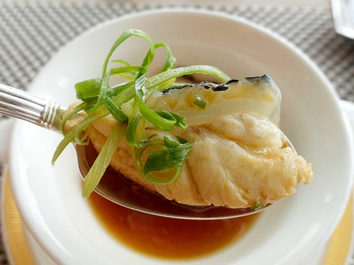高級レストラン「頂鮮台北101」ランチセットのお魚・龍膽魚クローズアップ