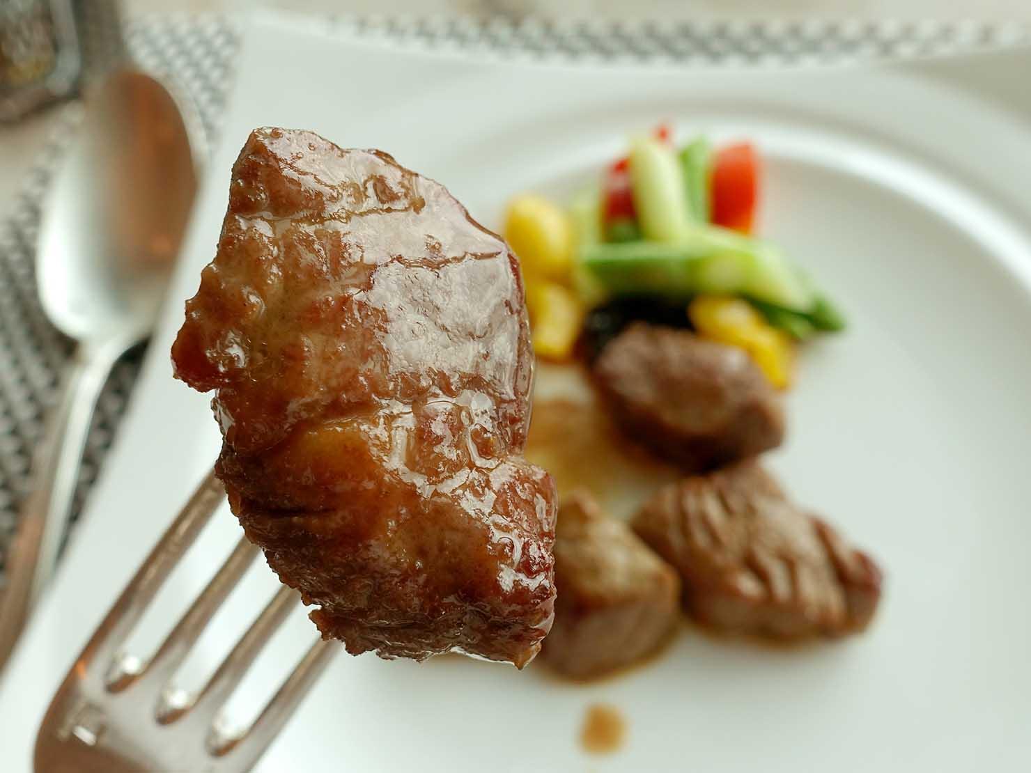 高級レストラン「頂鮮台北101」ランチセットのお肉・牛排クローズアップ