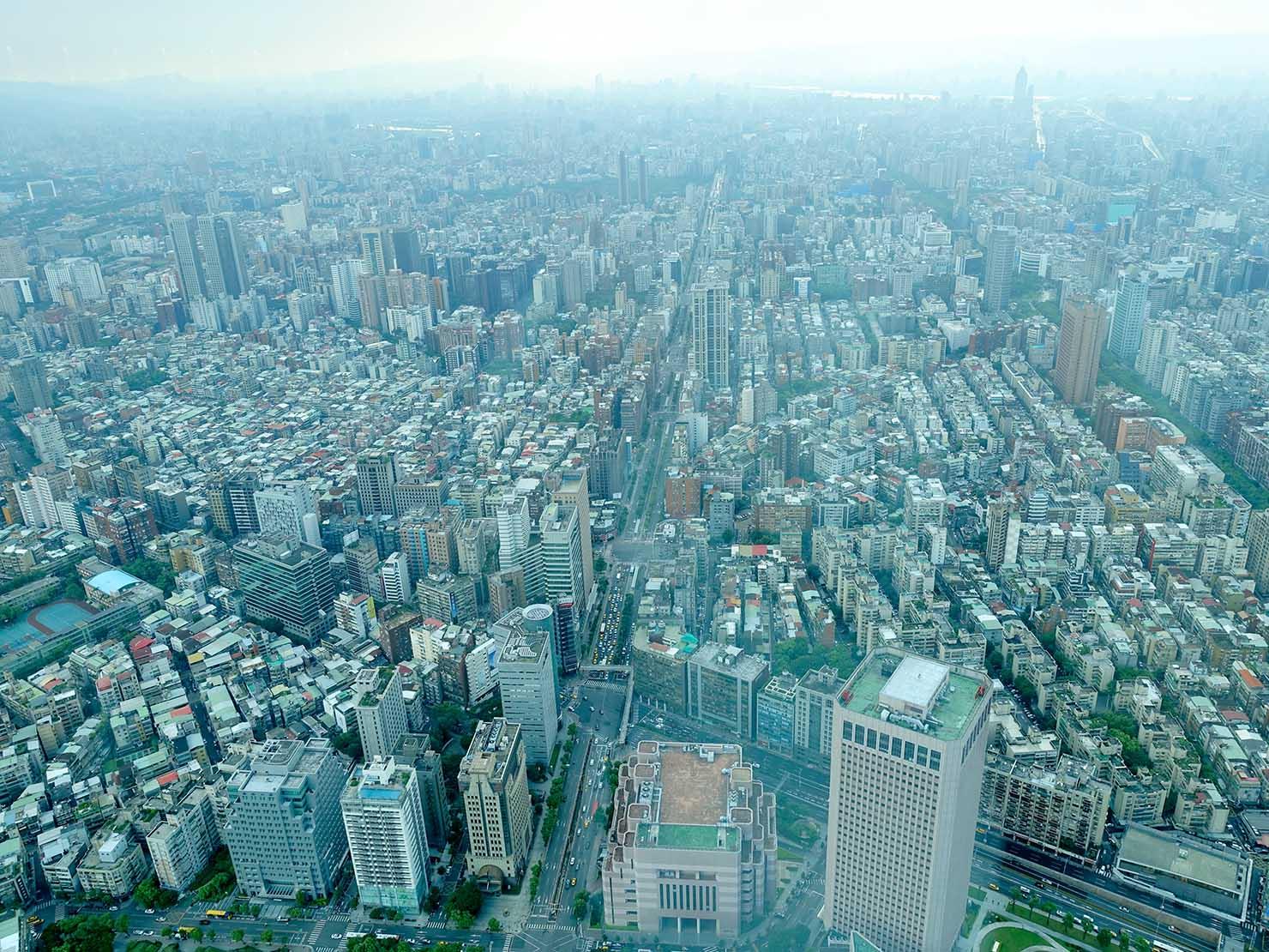 台北101展望台から望む台北市内の景色