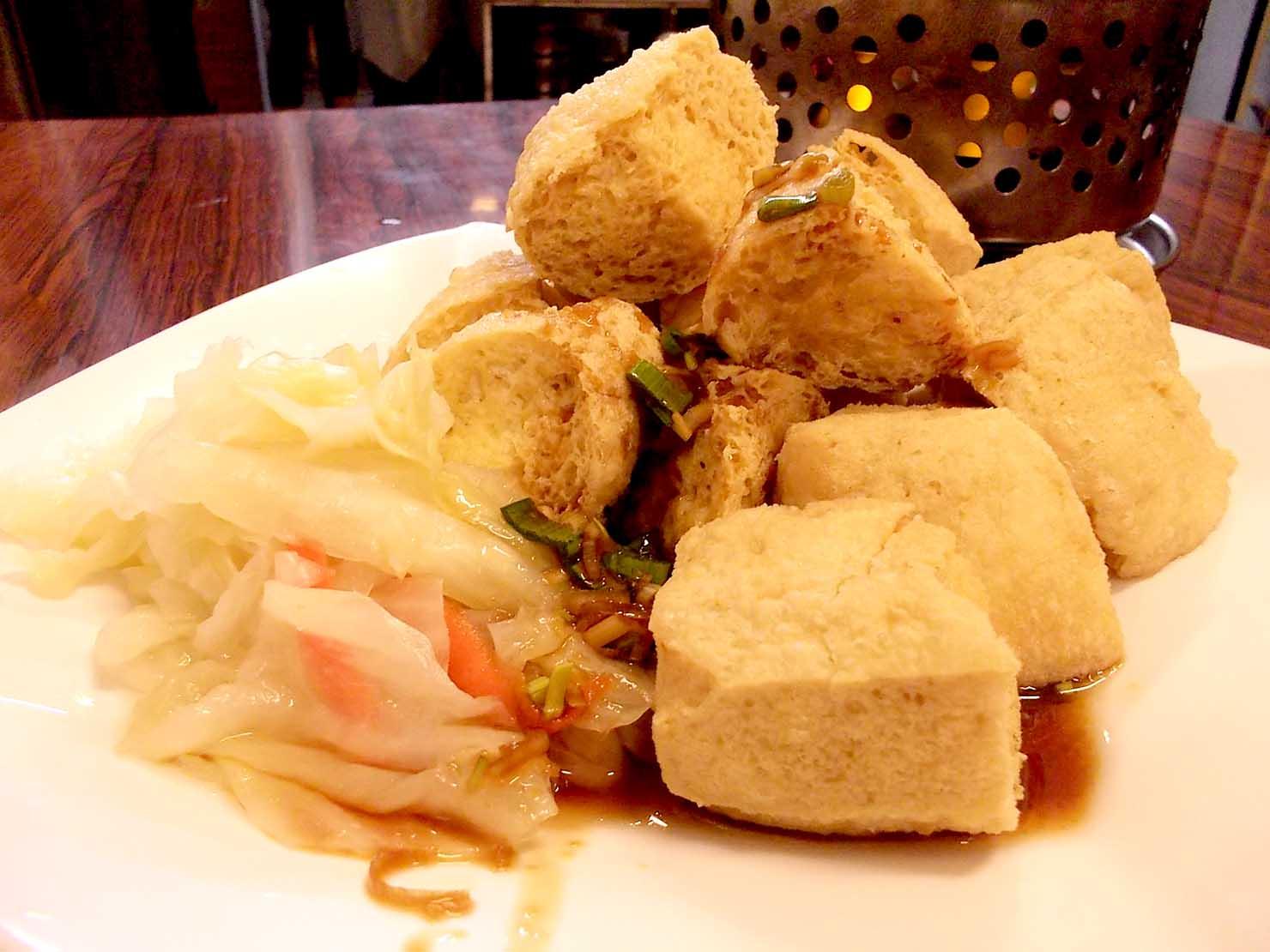 台湾夜市の定番グルメ「臭豆腐」揚げタイプ