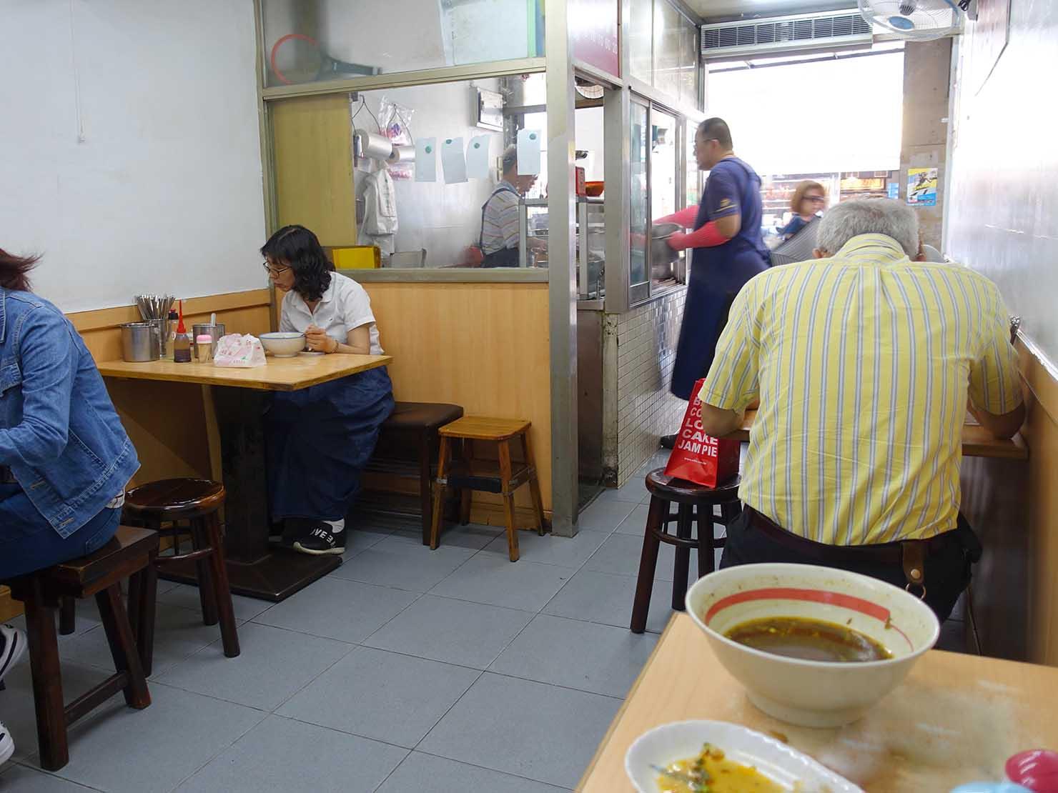 台北・忠孝新生駅周辺のおすすめグルメ店「濟南牛肉麵」の店内