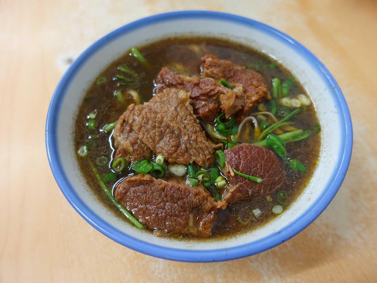 台北・忠孝新生駅周辺のおすすめグルメ店「濟南牛肉麵」の紅燒牛肉麵