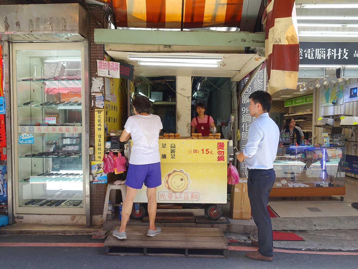 台北・忠孝新生駅周辺のおすすめグルメ店「光華紅豆餅」の外観