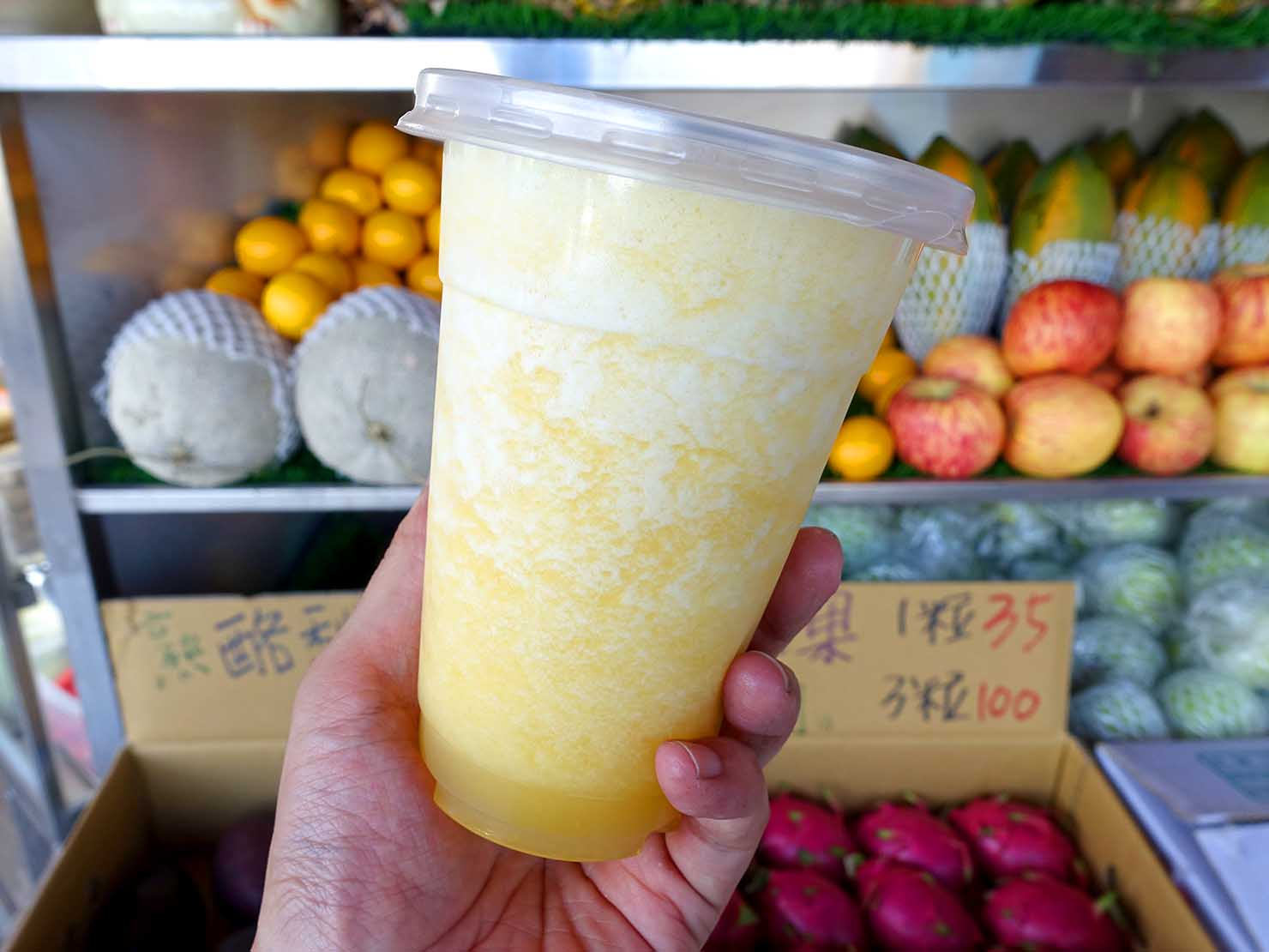 台北・善導寺のおすすめグルメ店「君君果汁吧」の蘋果鳳梨汁
