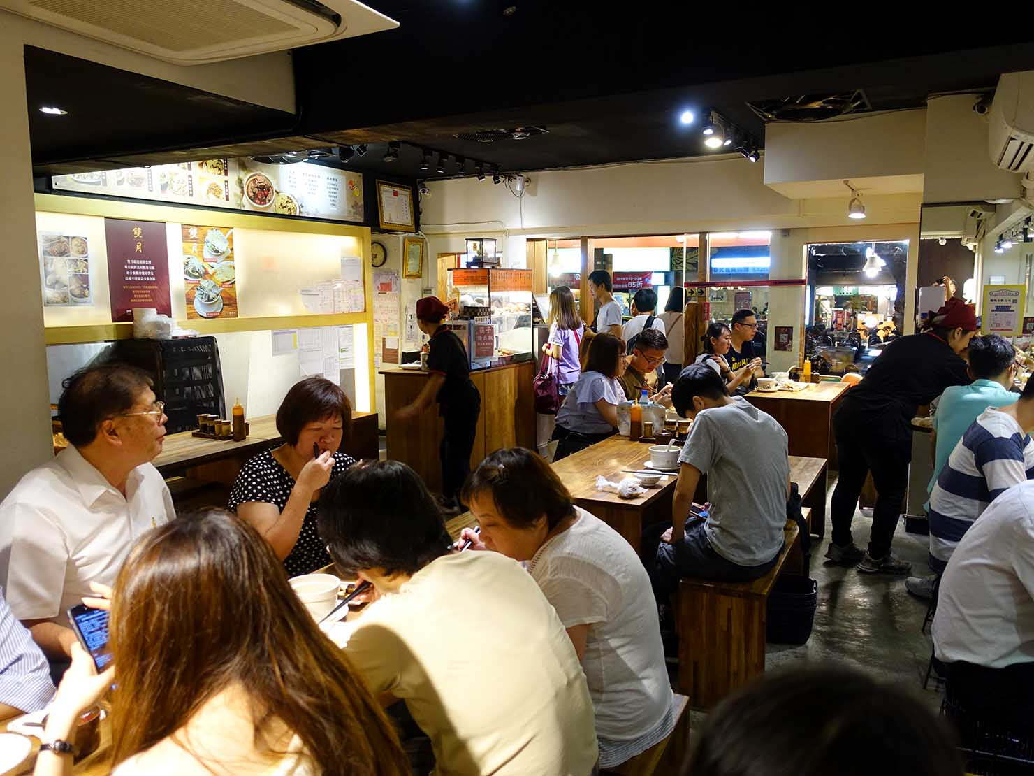 台北・善導寺のおすすめグルメ店「雙月食品社」の店内