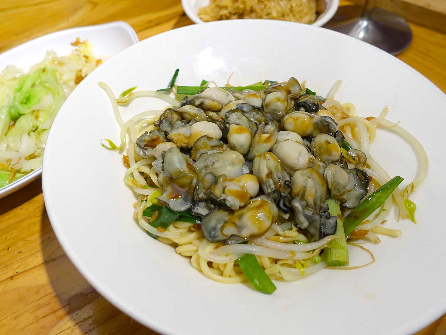 台北・善導寺のおすすめグルメ店「雙月食品社」の鮮蚵乾麵
