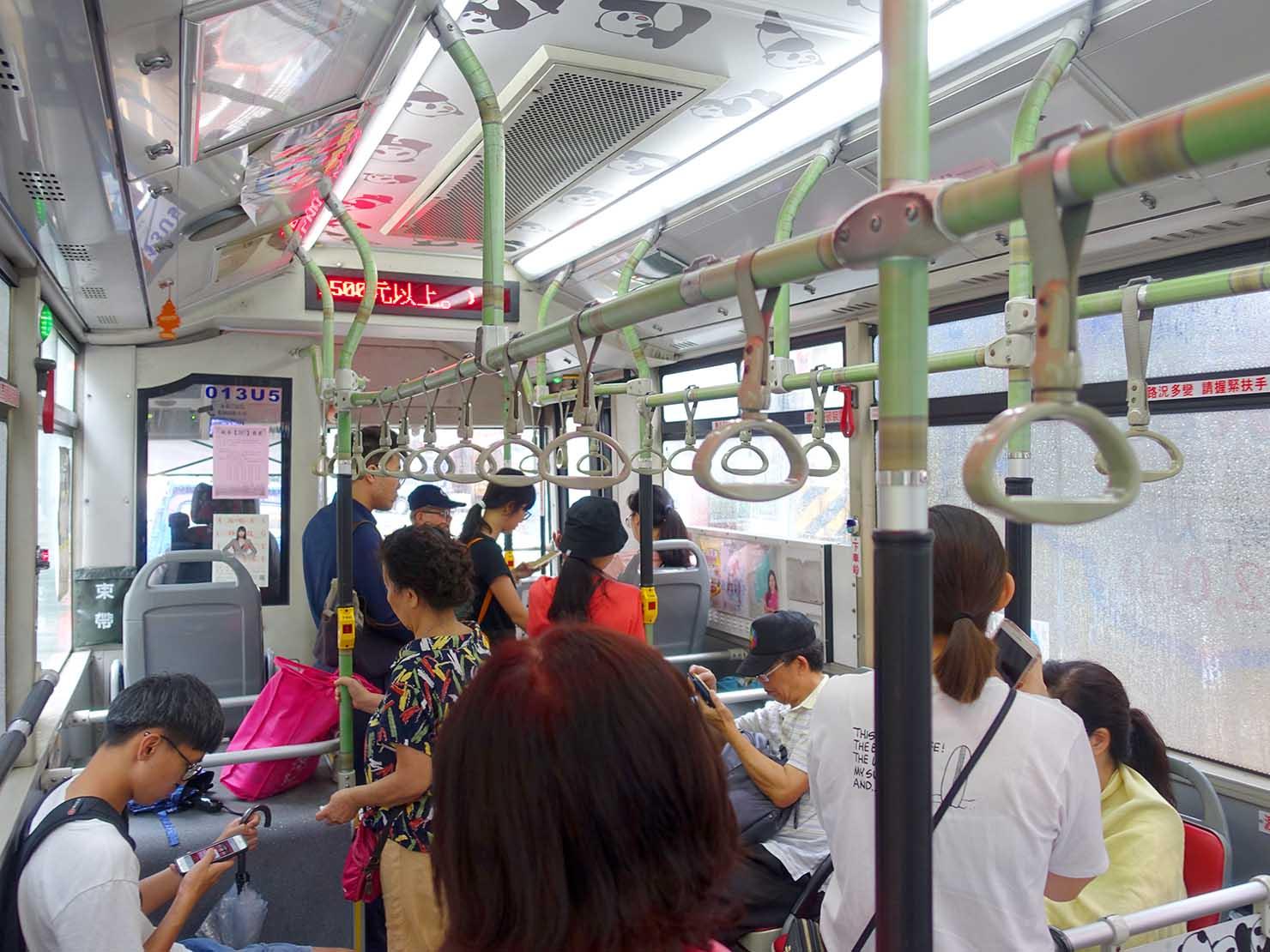 台北の路線バス「307」の車内