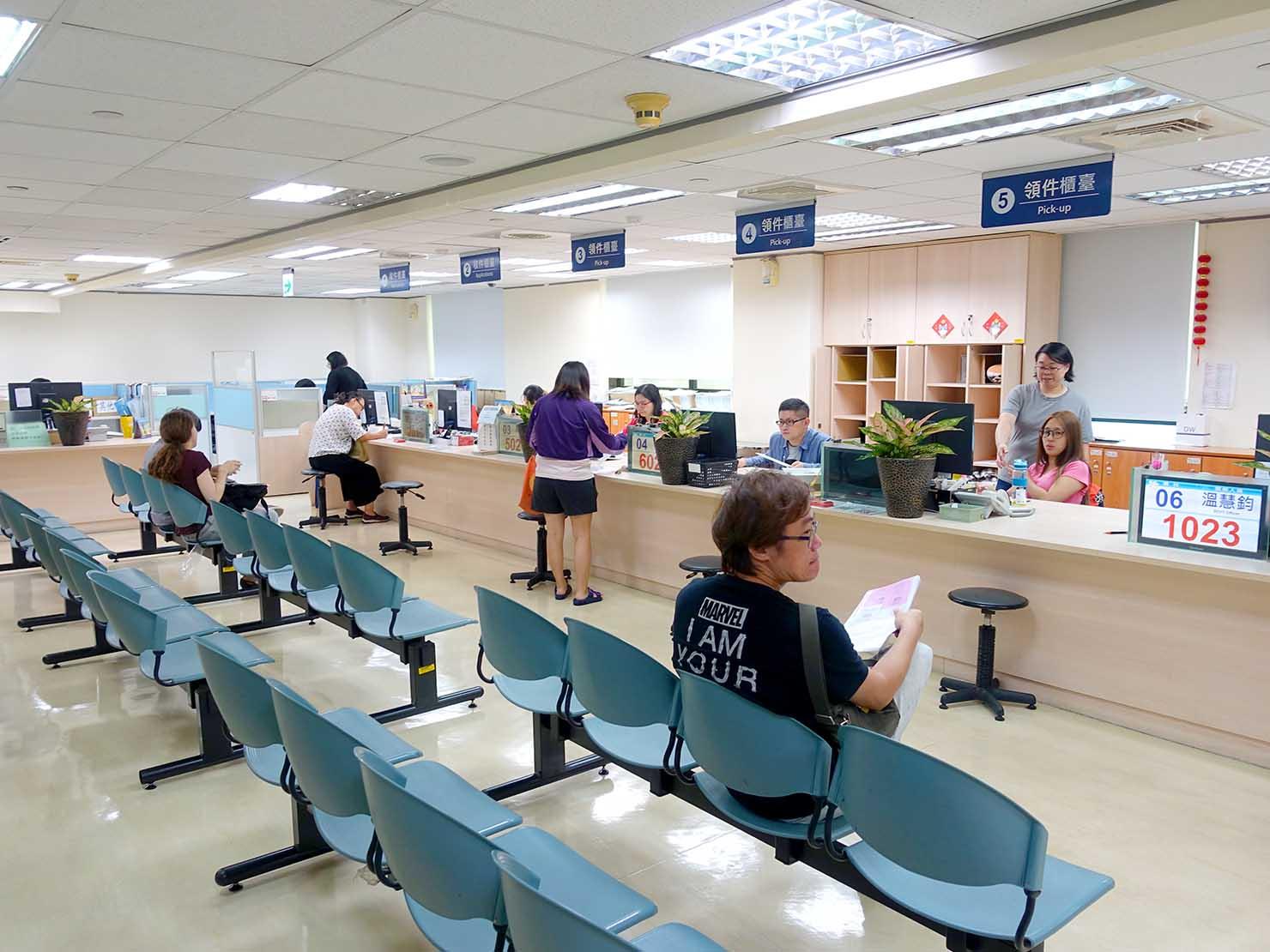 「外國人工作許可證(永久工作證)」の申請場所・勞動部勞動力發展署のオフィス内