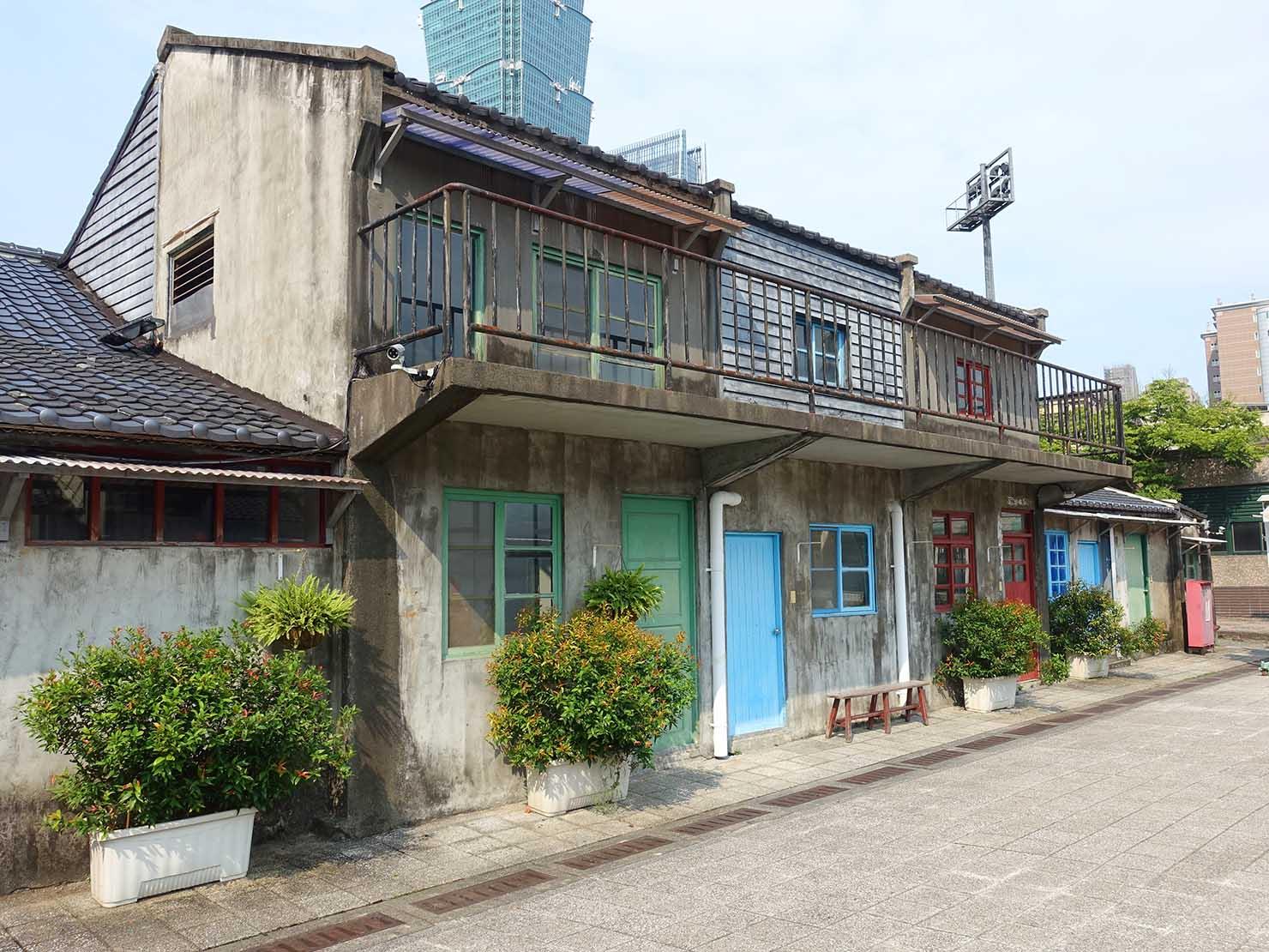 台北101エリアのフォトジェニックスポット「四四南村」の建物
