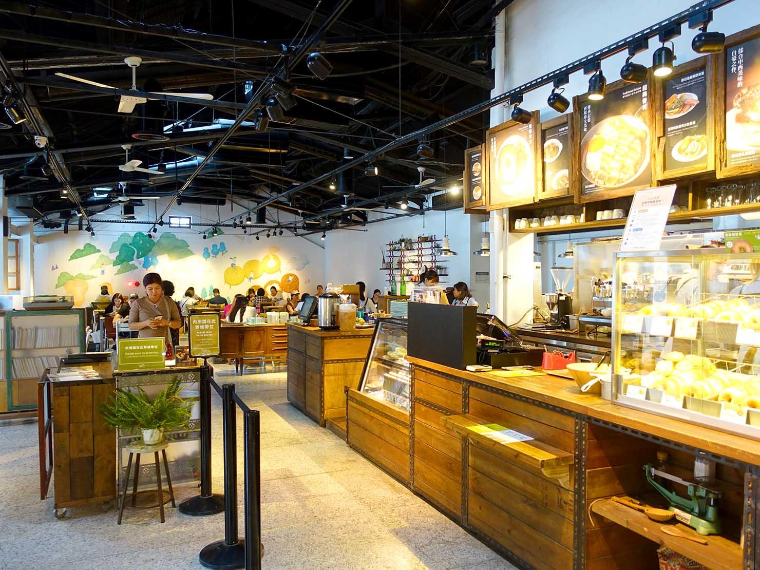 台北101エリアでのおみやげ探しにおすすめのショップ「好丘 Good Cho's」のカフェスペース