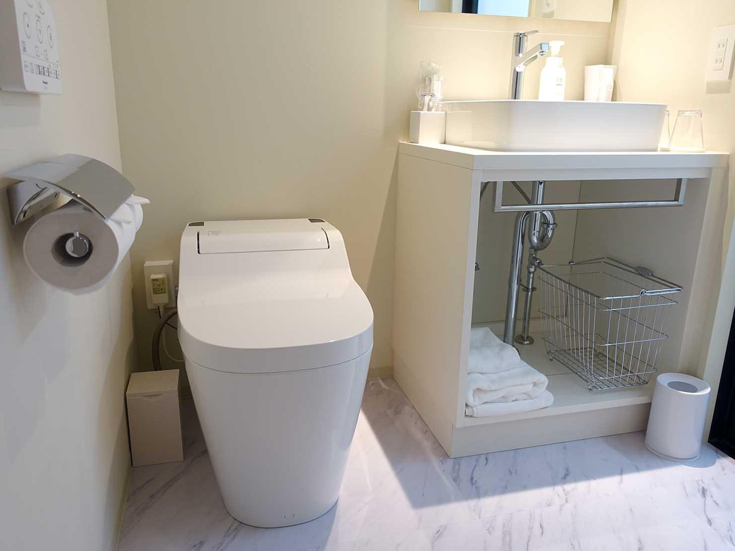 広島・八丁堀のおしゃれなリノベホテル「KIRO広島 The Share Hotels」コンパクトダブルのトイレ