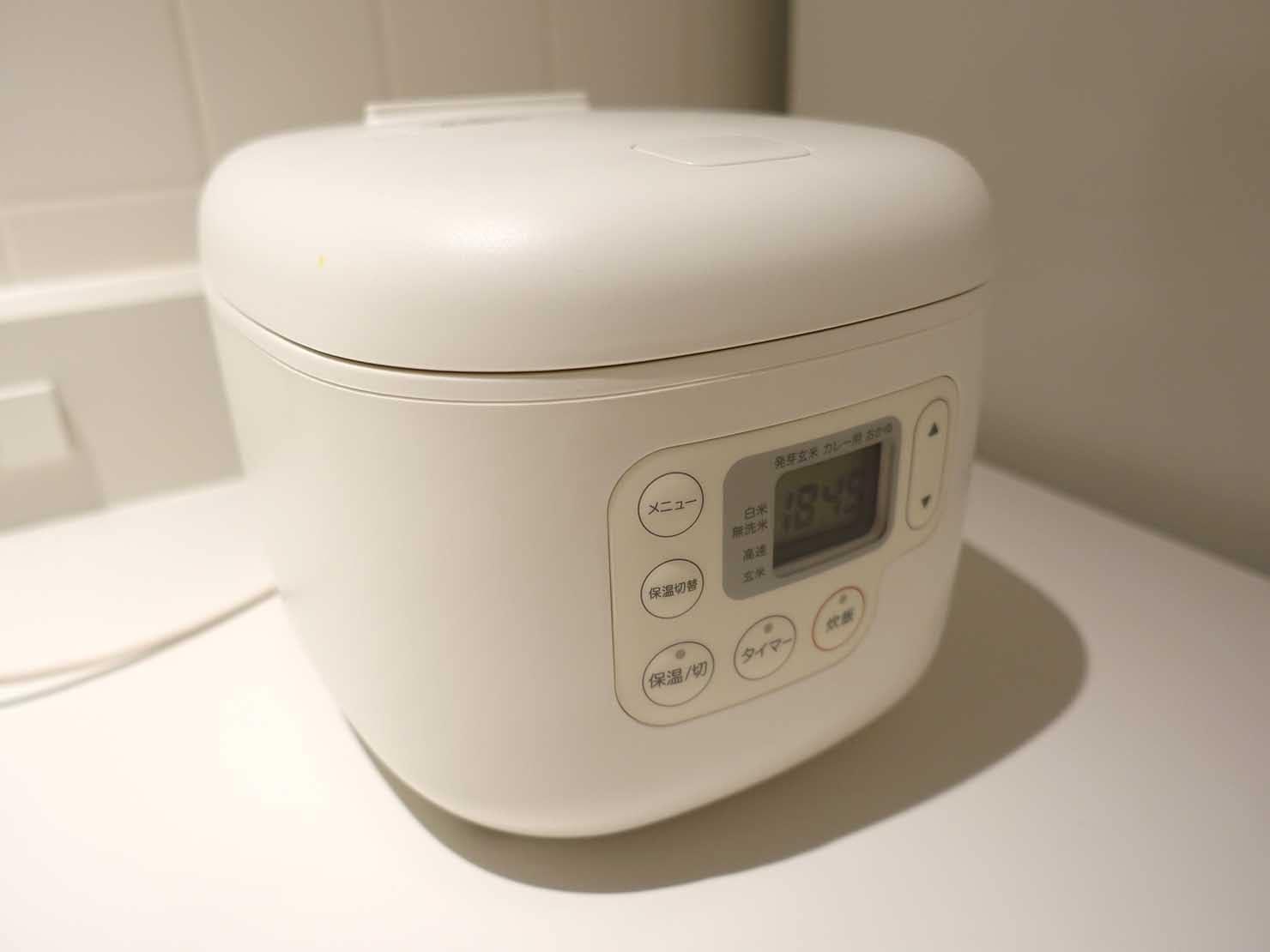 広島・八丁堀のおしゃれなリノベホテル「KIRO広島 The Share Hotels」シェアキッチンの炊飯器