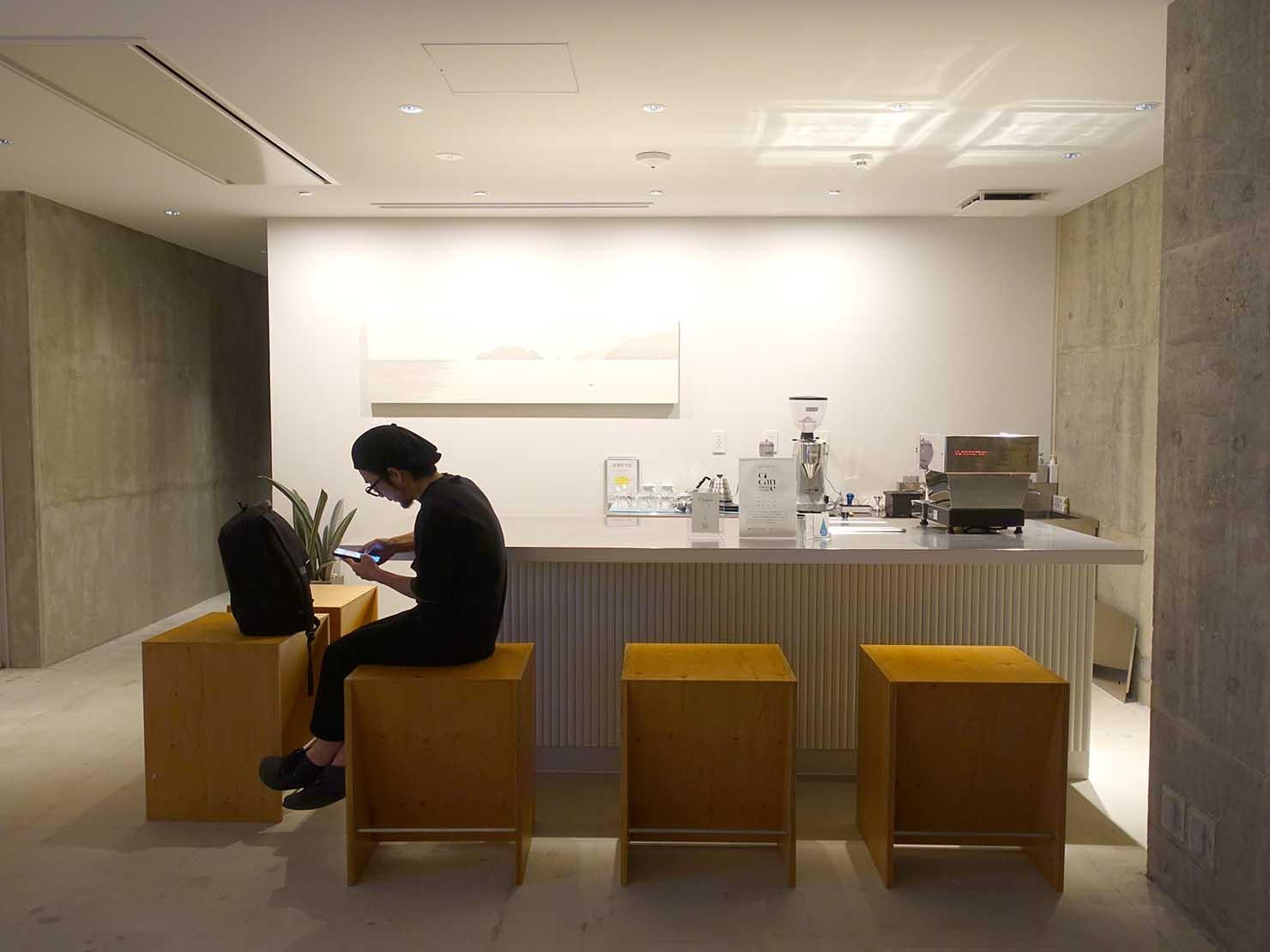 広島・八丁堀のおしゃれなリノベホテル「KIRO広島 The Share Hotels」のカフェスペース