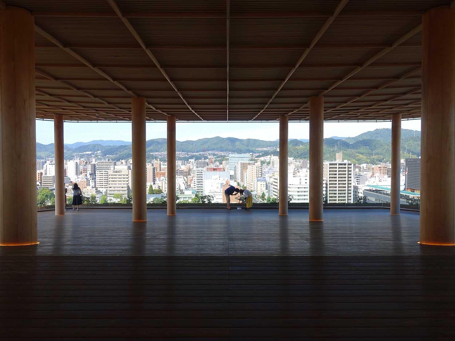 広島市内観光の見どころ「おりづるタワー」の展望台・ひろしまの丘