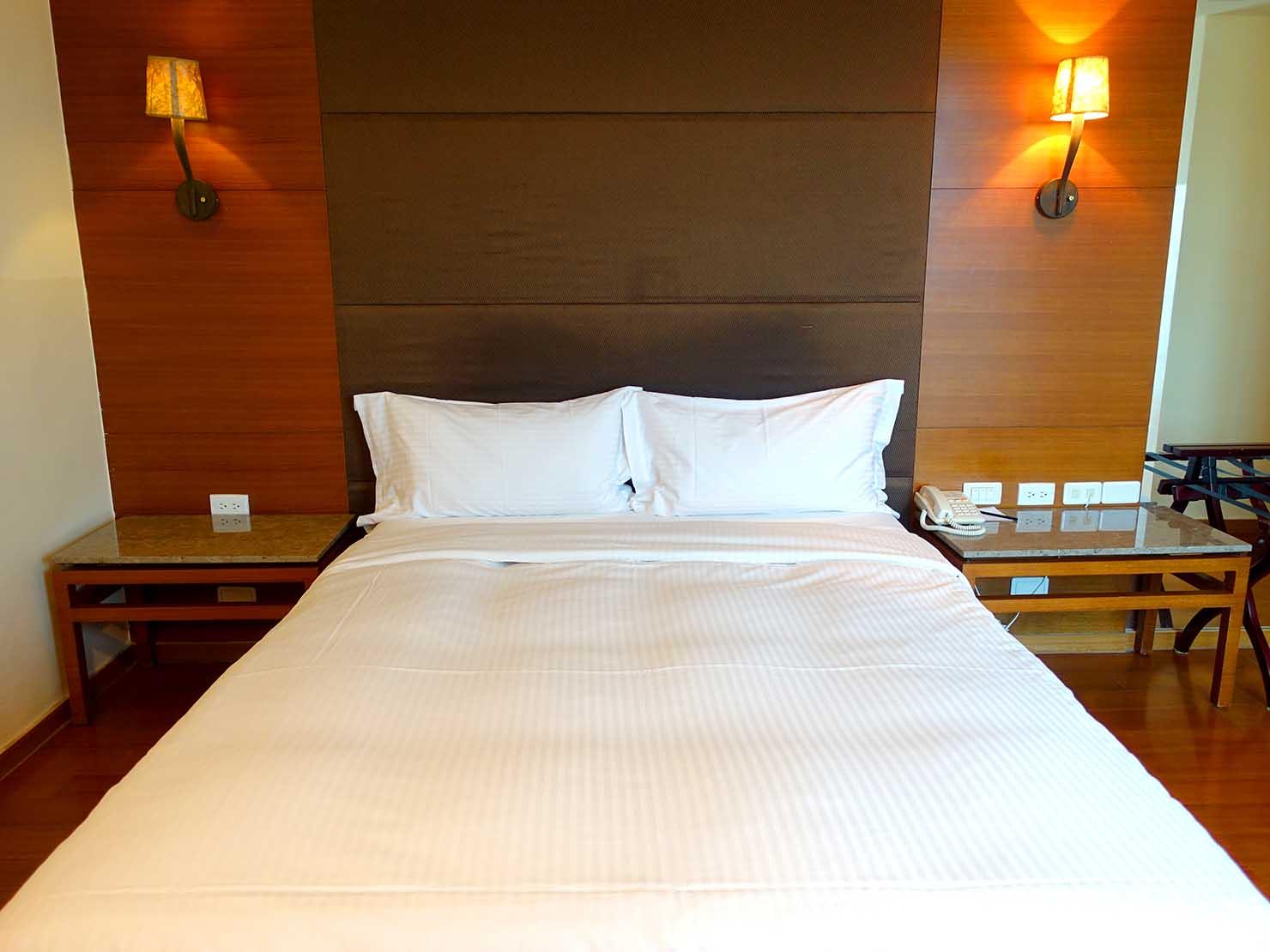 花蓮市街中心部にあるホテル「馥麗生活旅店 Quality Inn」スーペリアダブルのベッド