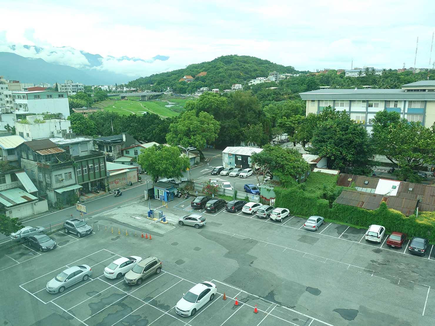 花蓮市街中心部にあるホテル「馥麗生活旅店 Quality Inn」スーペリアダブルから眺める景色