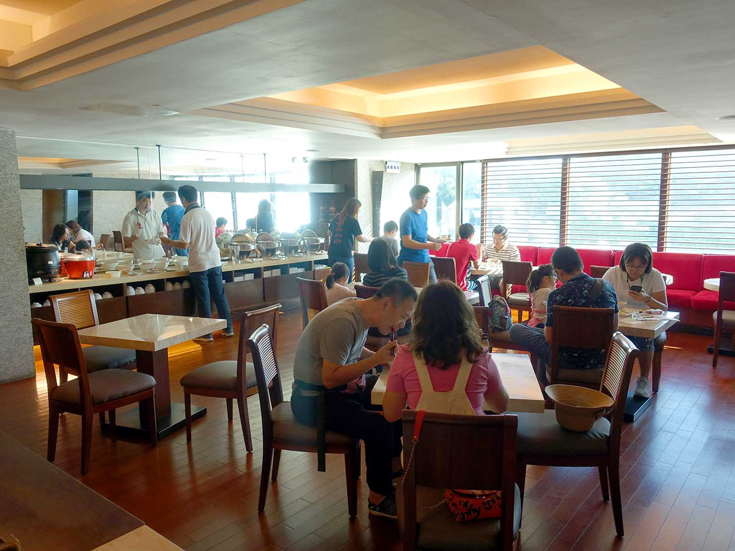 花蓮市街中心部にあるホテル「馥麗生活旅店 Quality Inn」のダイニングスペース