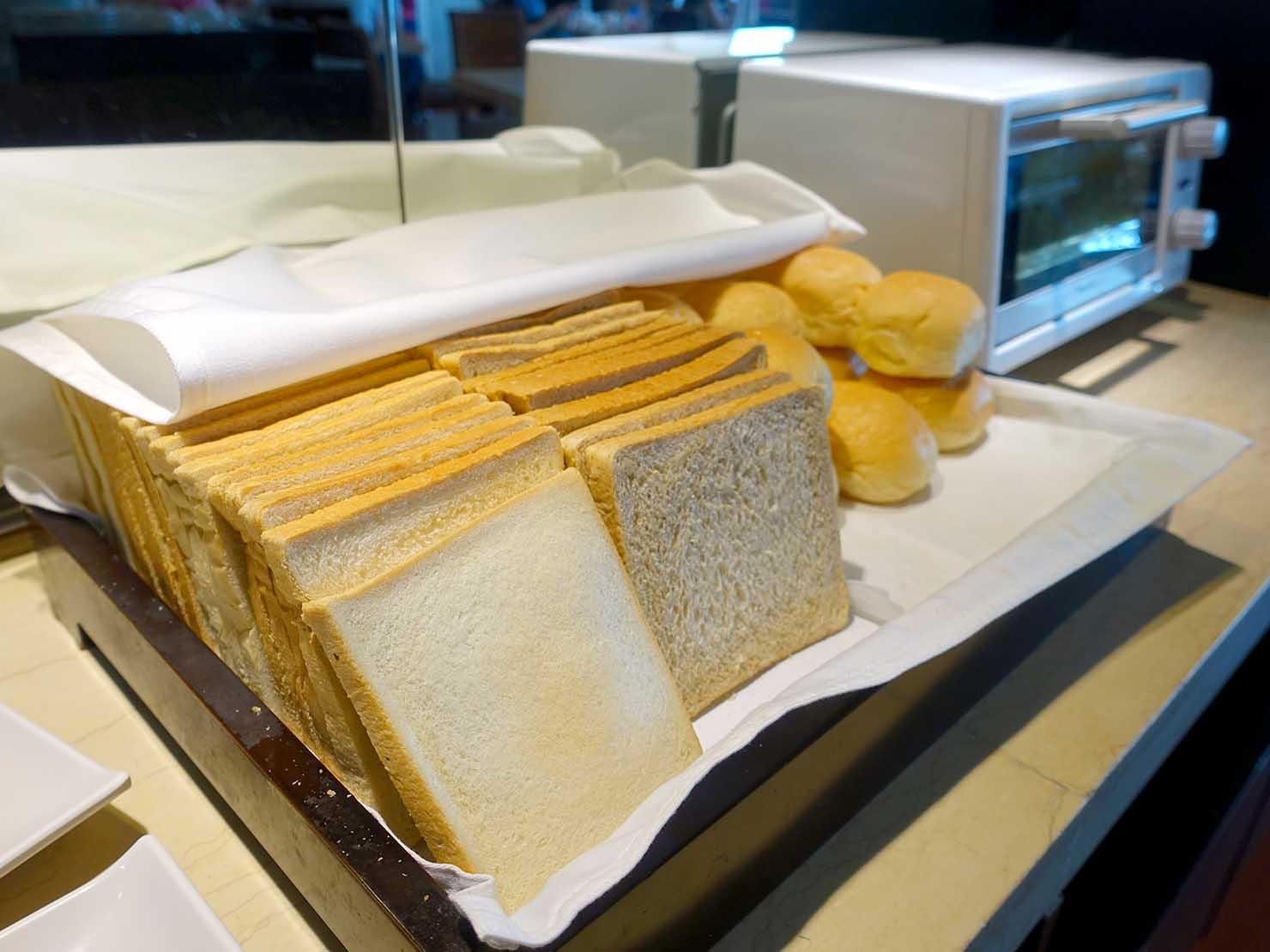 花蓮市街中心部にあるホテル「馥麗生活旅店 Quality Inn」朝ごはんのパン