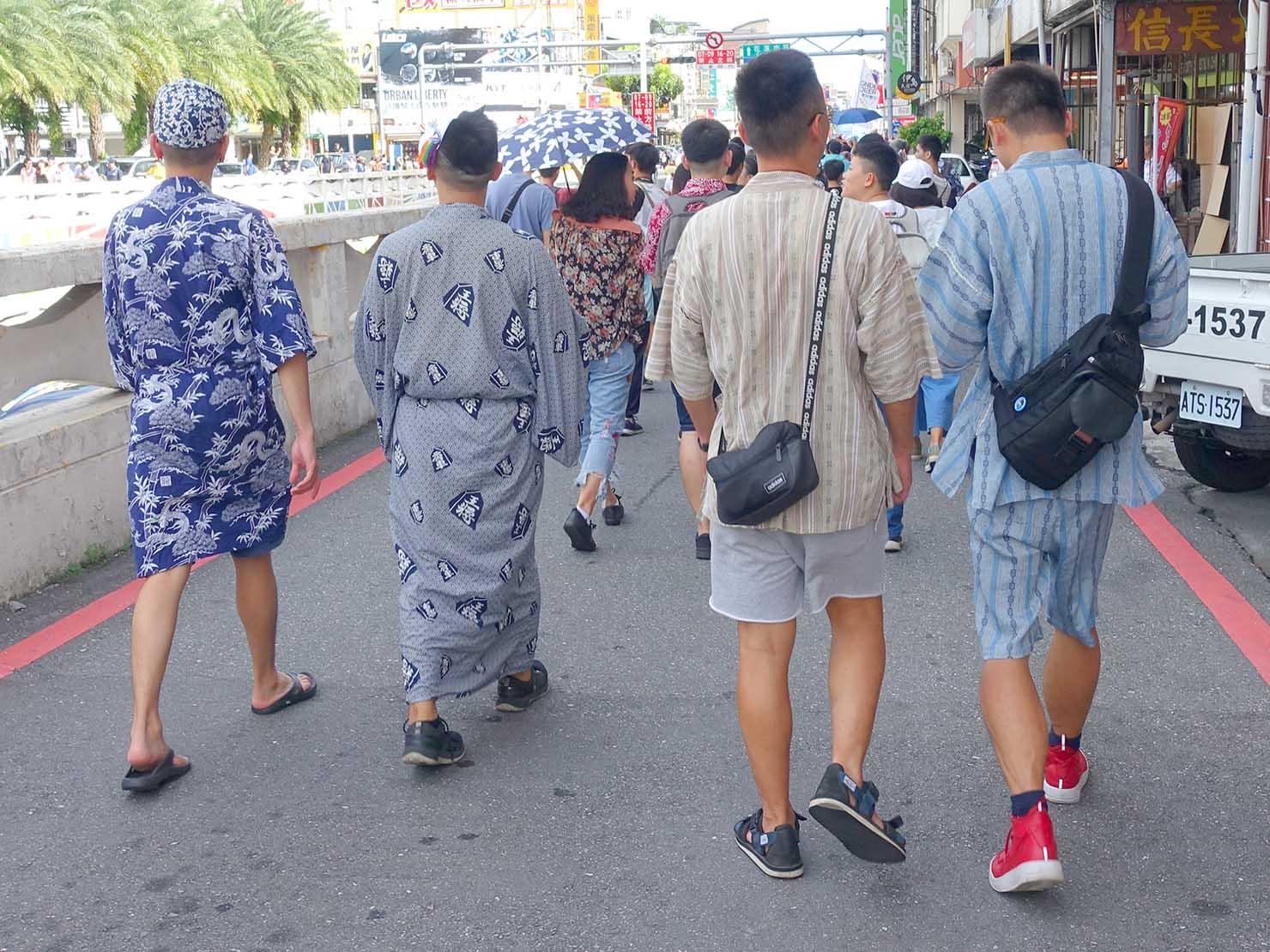 花東彩虹嘉年華(台湾東部LGBTプライド)のパレードを浴衣で歩くグループ