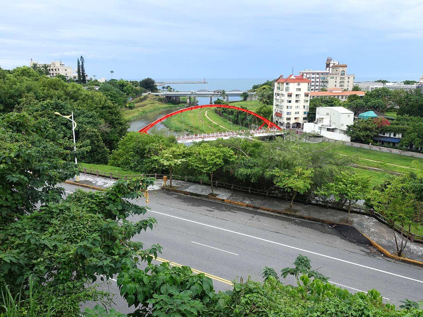台湾・花蓮のおすすめ観光スポット「松園別館」から望む花蓮港