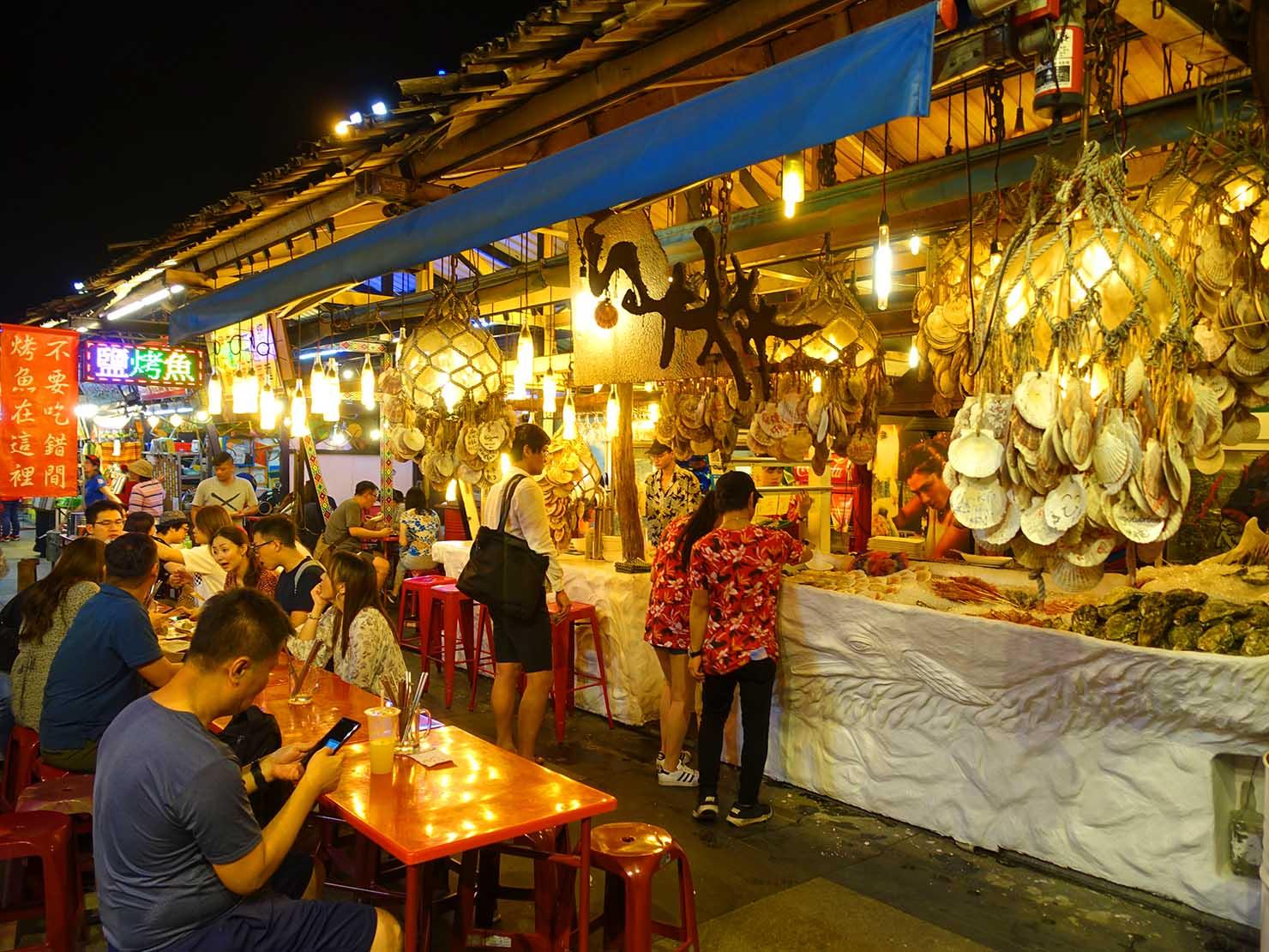 台湾・花蓮のおすすめ観光スポット「東大門夜市」の海鮮焼き屋台