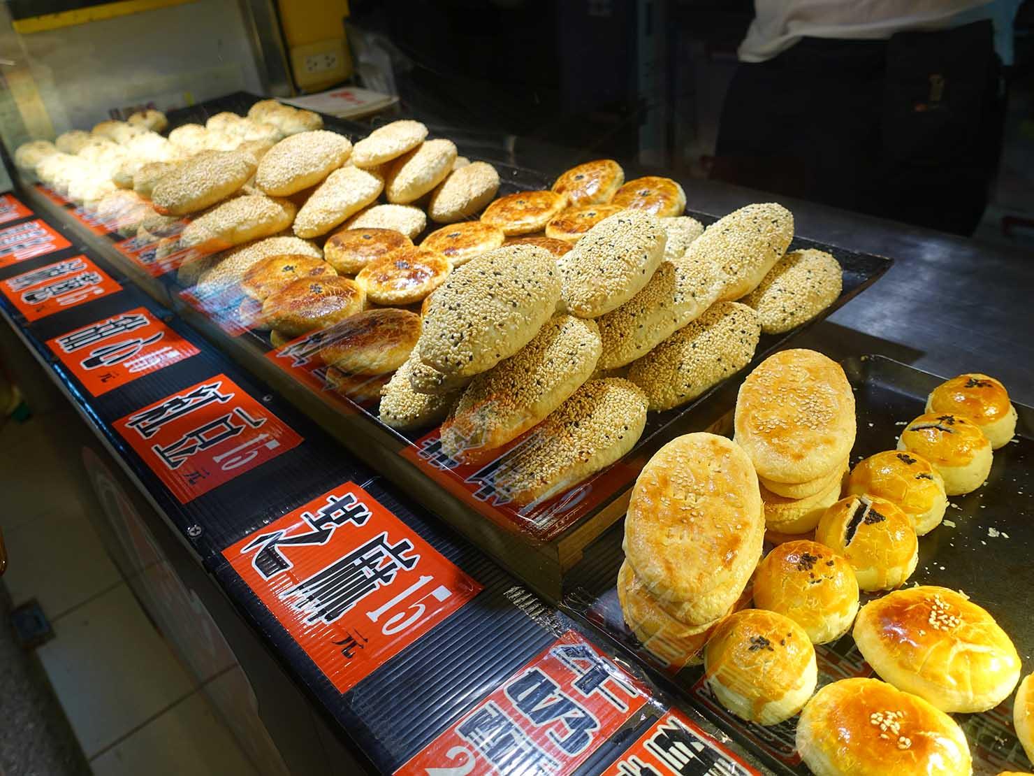 台北・民權西路&中山國中駅周辺(晴光市場)のおすすめグルメ店「餅酥記」のカウンターに並ぶ焼き菓子