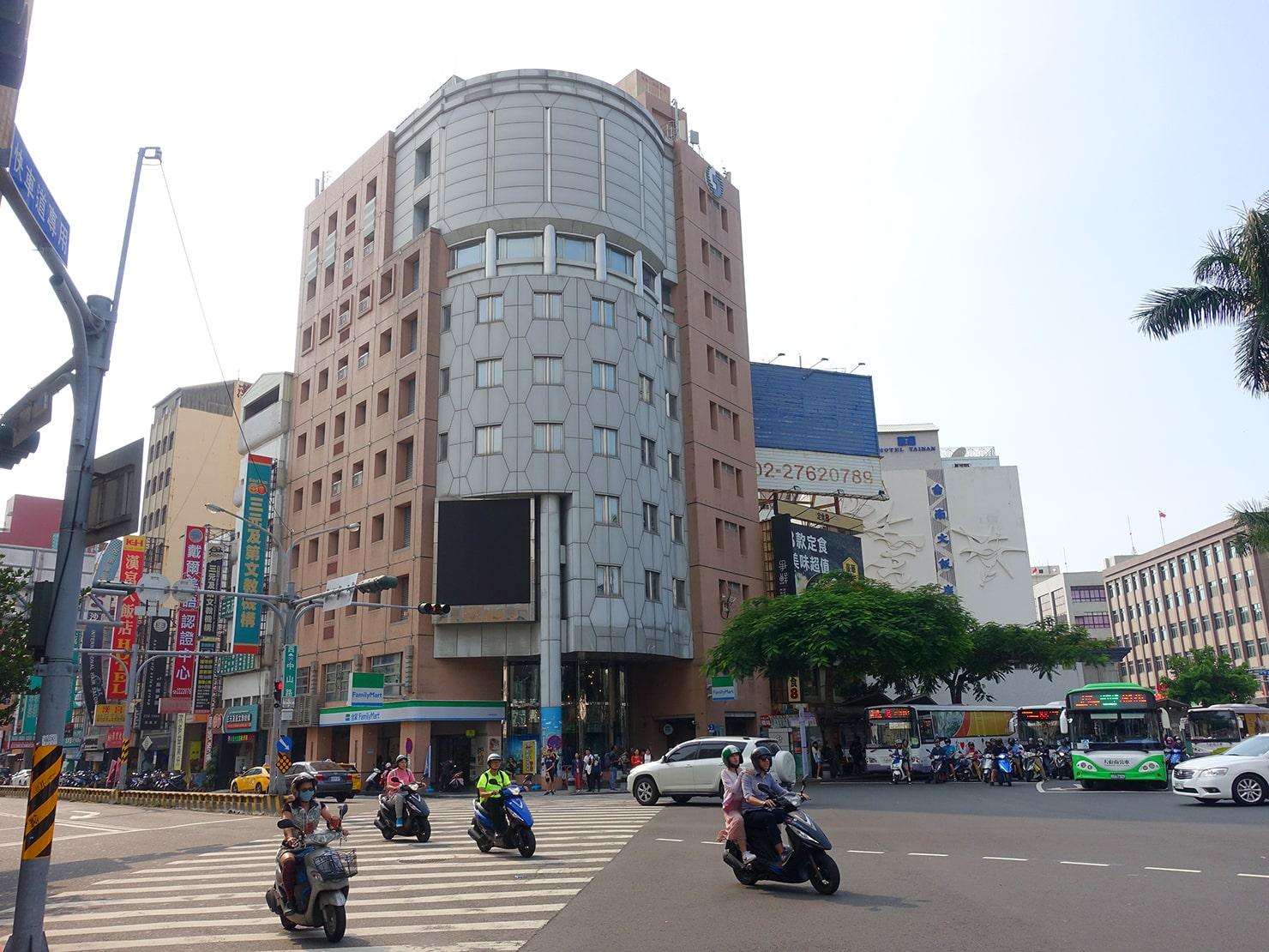 台鐵・台南駅前のロータリー