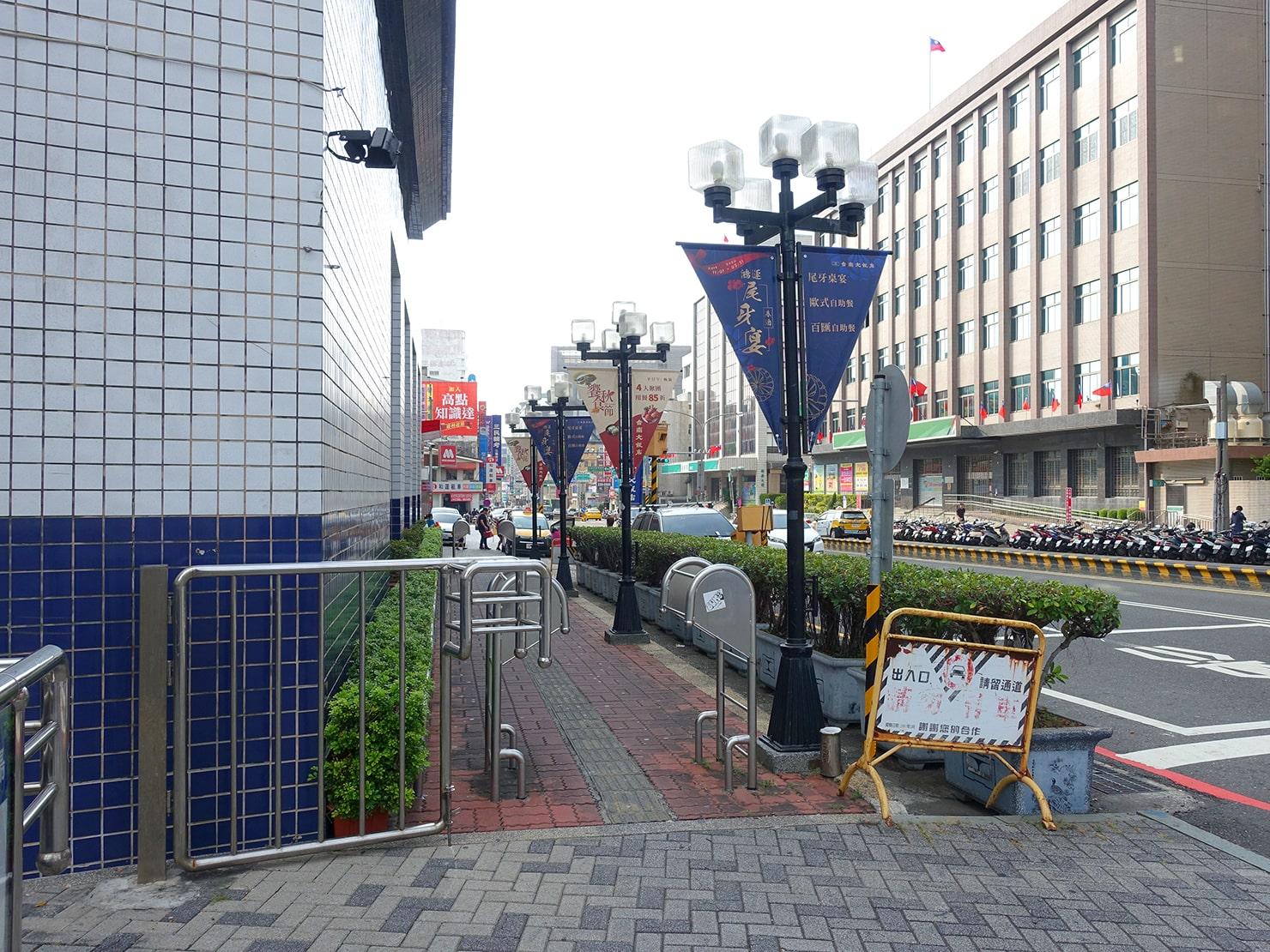 台鐵・台南駅前から成功路へ