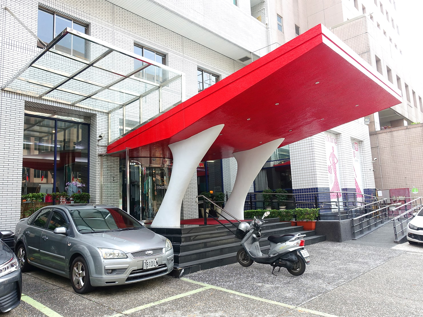 台南駅が目の前の老舗ホテル「台南大飯店 Hotel Tainan」のエントランス