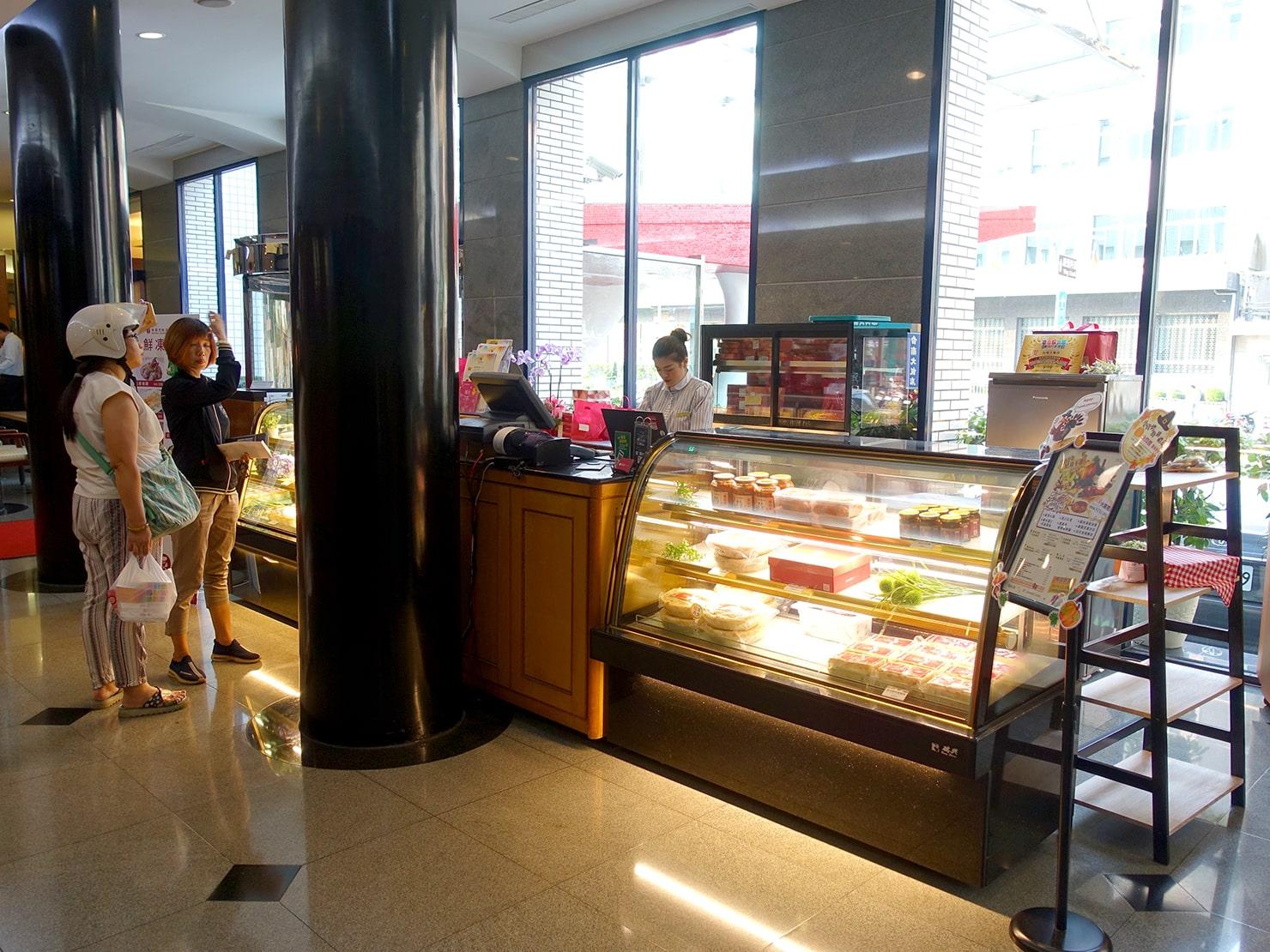 台南駅が目の前の老舗ホテル「台南大飯店 Hotel Tainan」のロビーにあるベーカリー