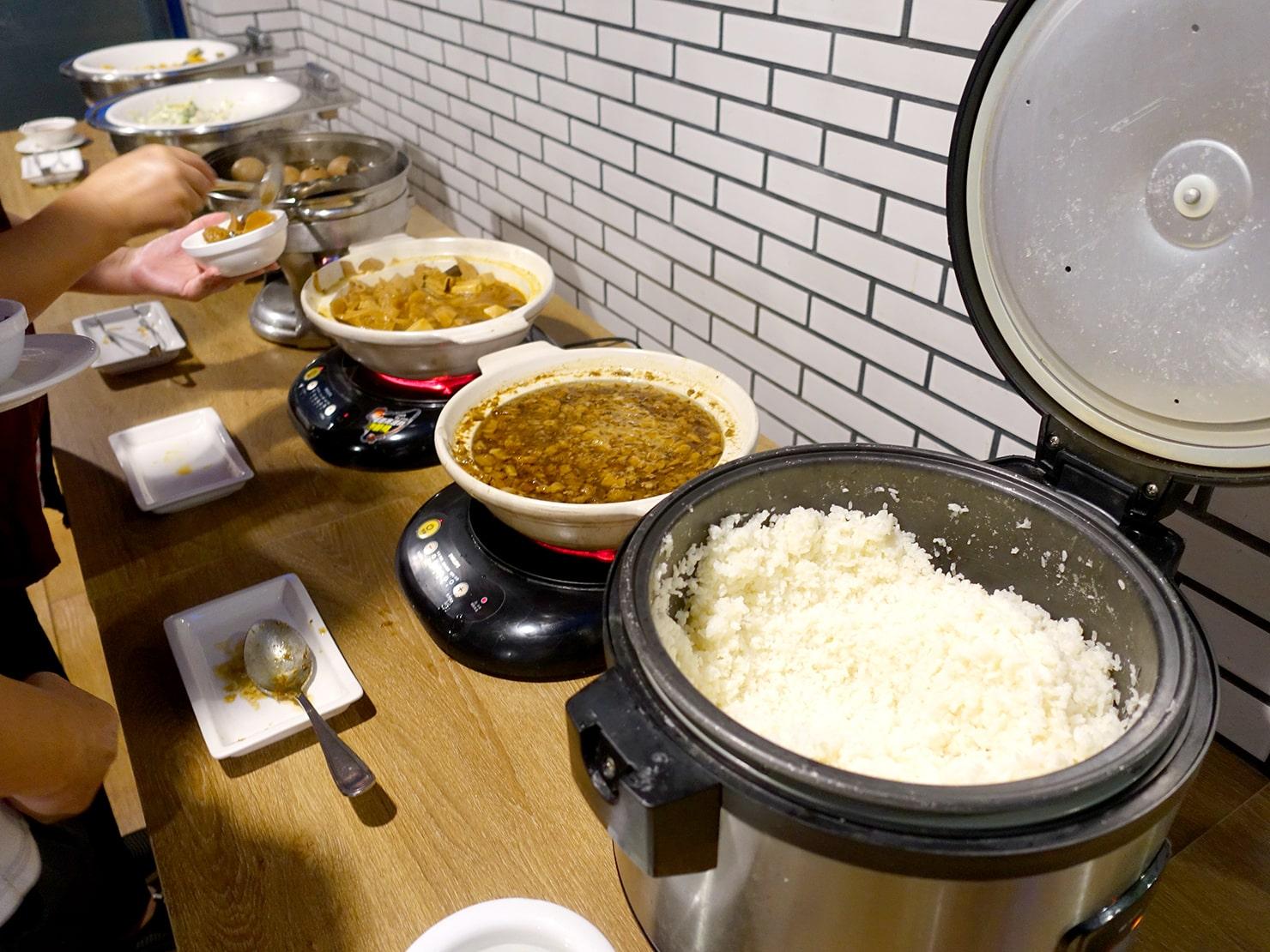 台南駅が目の前の老舗ホテル「台南大飯店 Hotel Tainan」の夜食で振舞われた魯肉飯