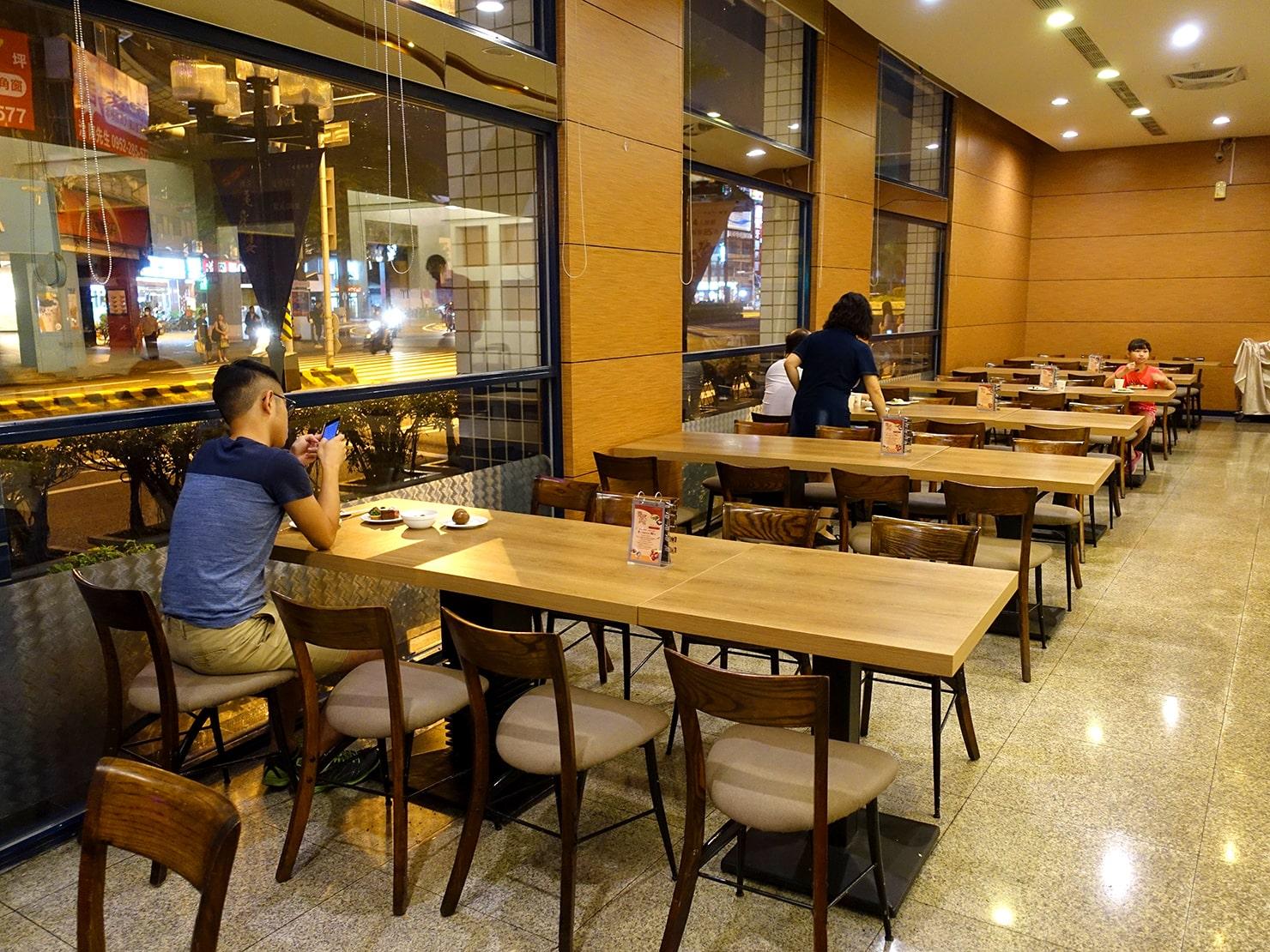 台南駅が目の前の老舗ホテル「台南大飯店 Hotel Tainan」の翡翠廳