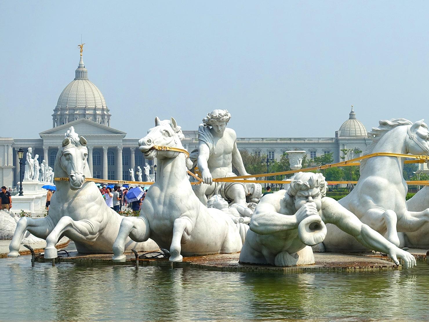 台南市街郊外のおすすめ観光スポット「奇美博物館」の彫刻