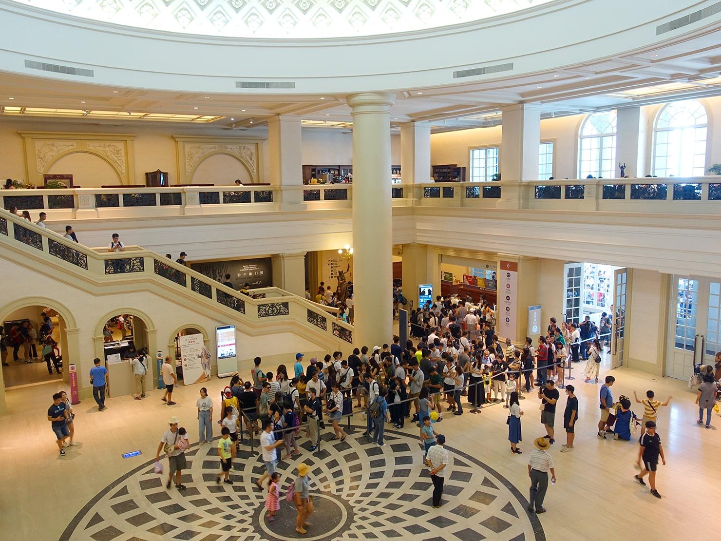 台南市街郊外のおすすめ観光スポット「奇美博物館」エントランスホール