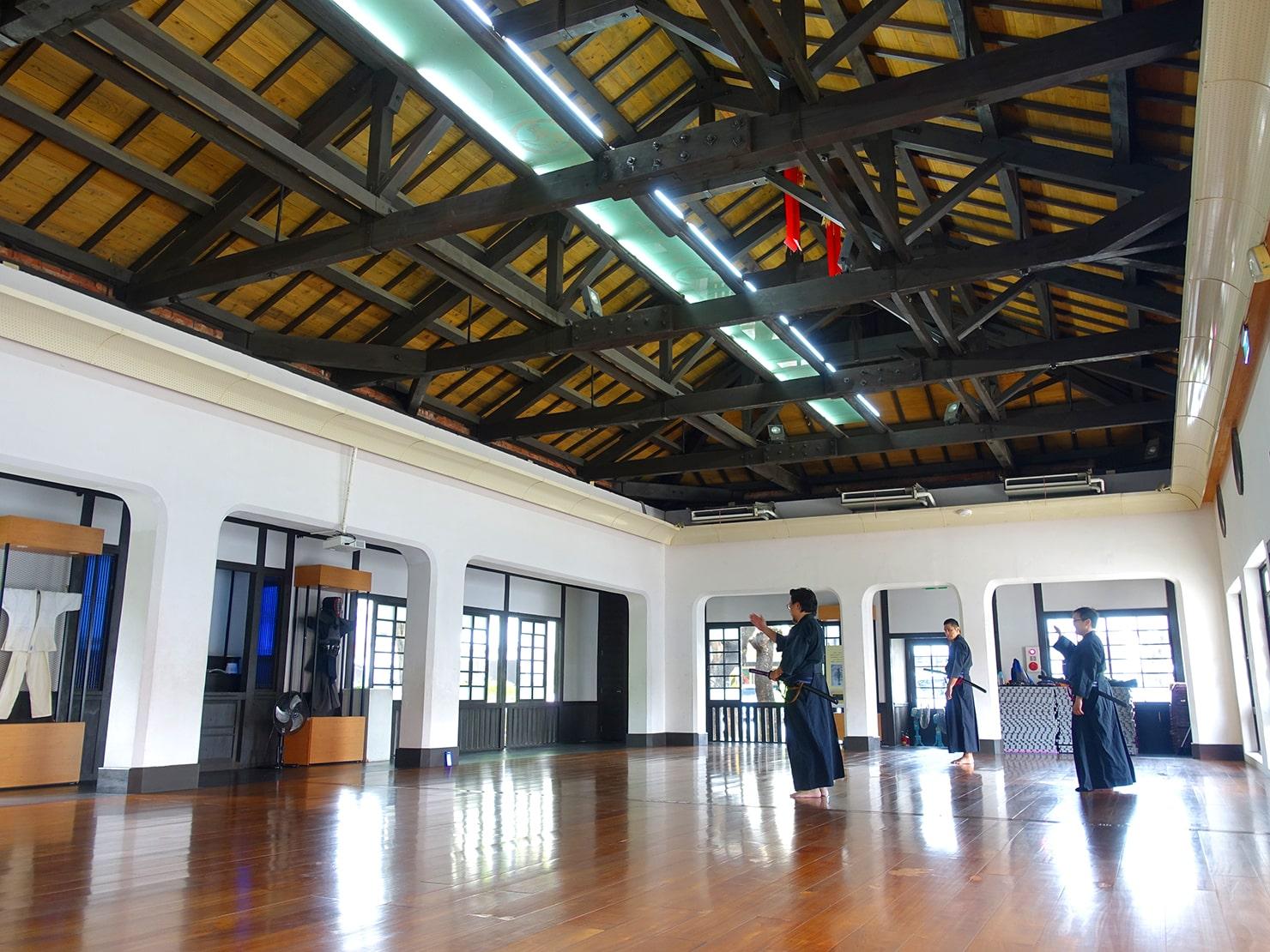台南市街郊外のおすすめ観光スポット「新化武德殿」の館内