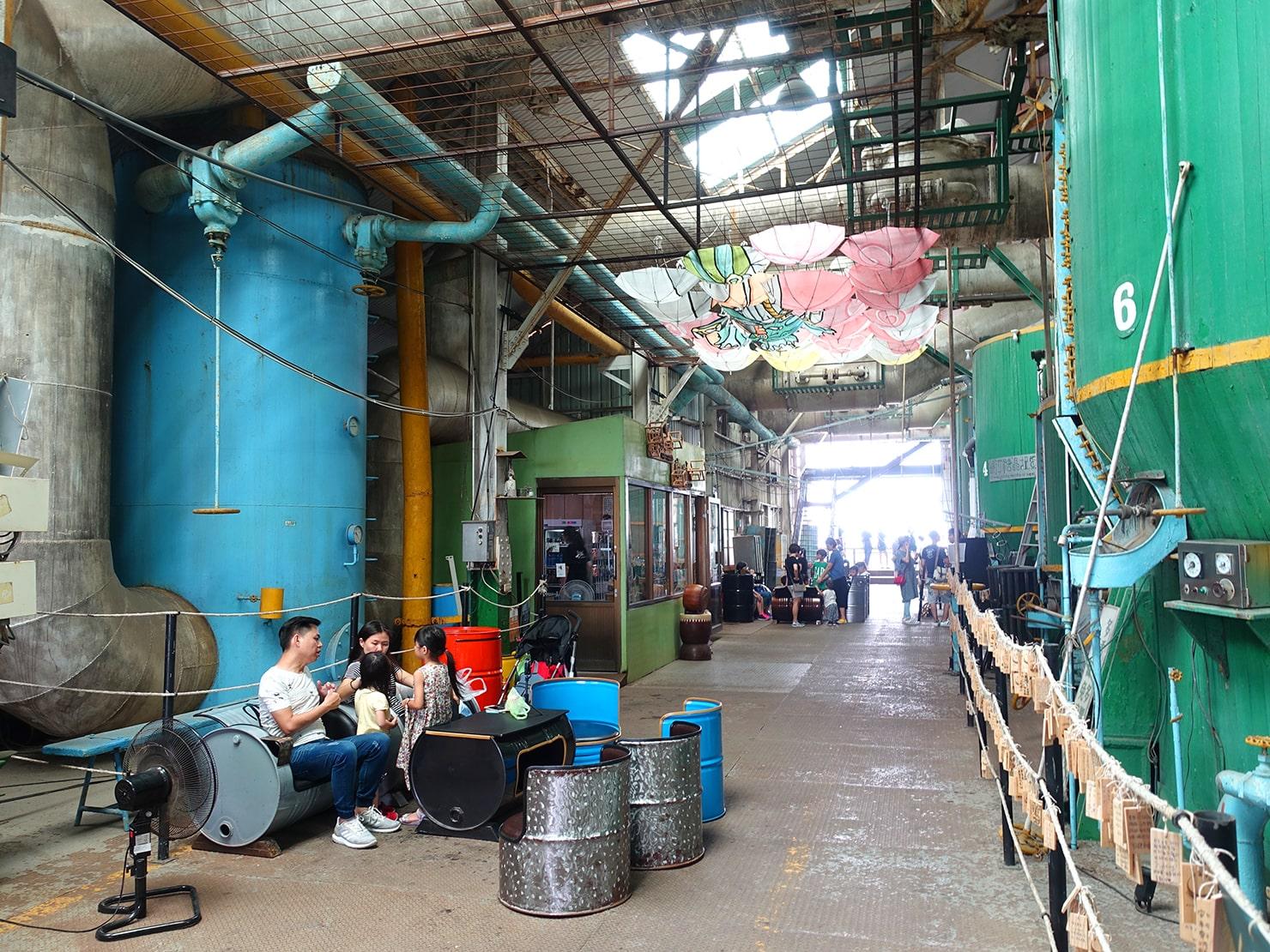 台南市街郊外のおすすめ観光スポット「十鼓仁糖文化園區」の工場内休憩スペース