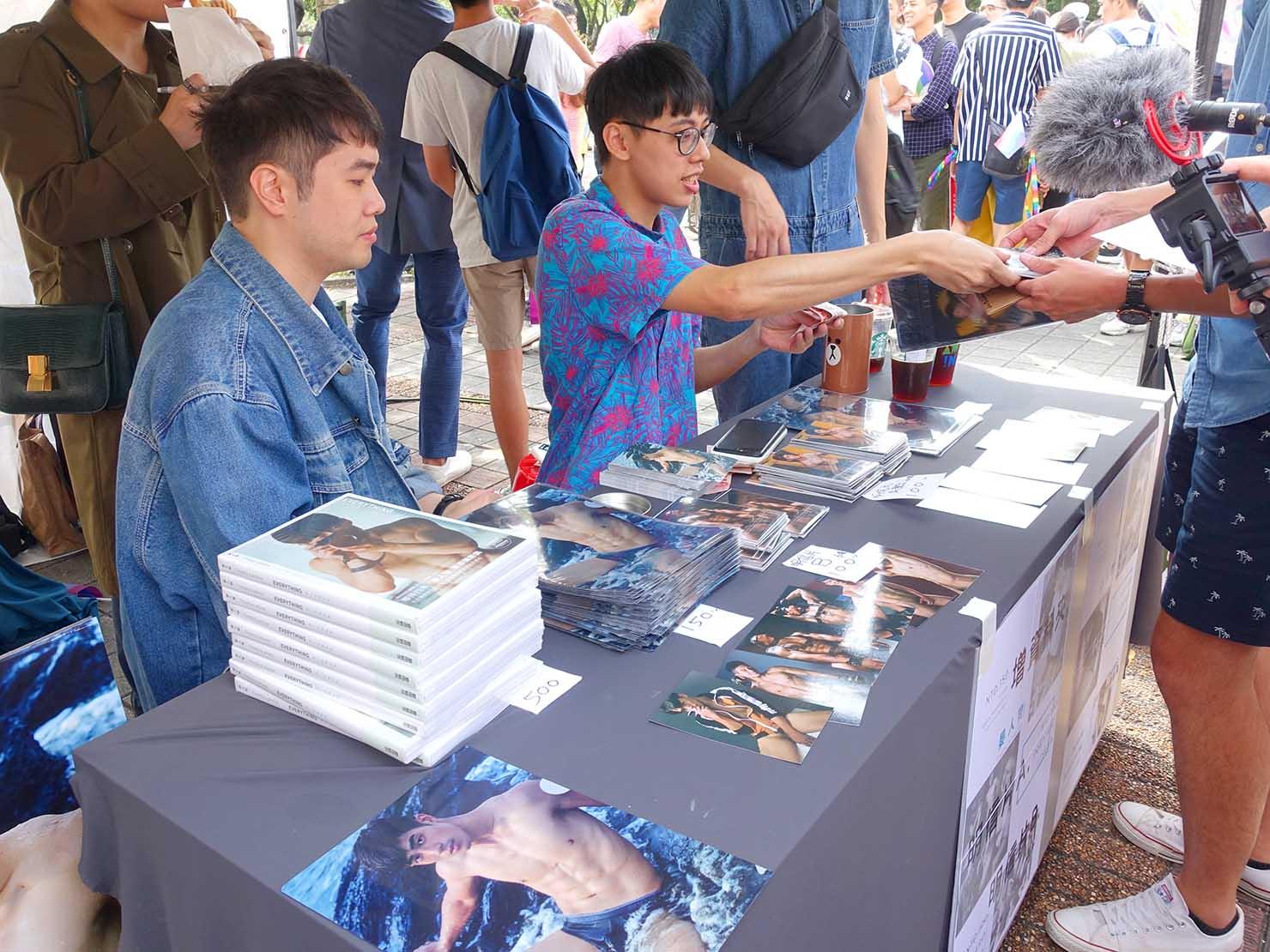 台灣同志遊行(台湾LGBTプライド)2019の会場に設けられた台湾のカメラマン・晏人物さんのブース
