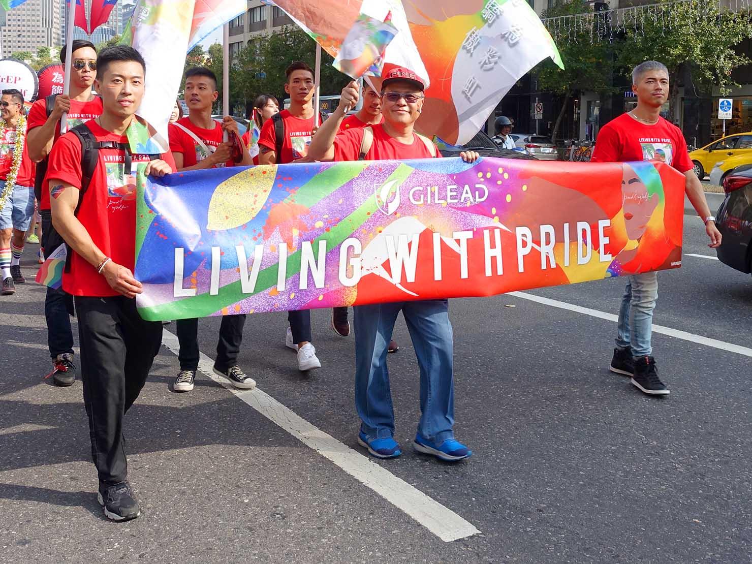 台灣同志遊行(台湾LGBTプライド)2019のパレードを歩く製薬会社のグループ