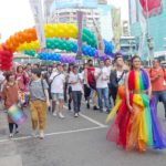台灣同志遊行(台湾LGBTプライド)2019のパレードをレインボードレスで歩く参加者