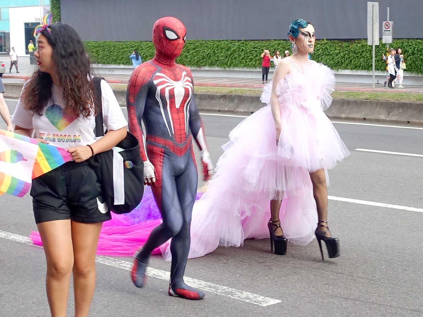 台灣同志遊行(台湾LGBTプライド)2019のパレードをコスプレで歩く参加者