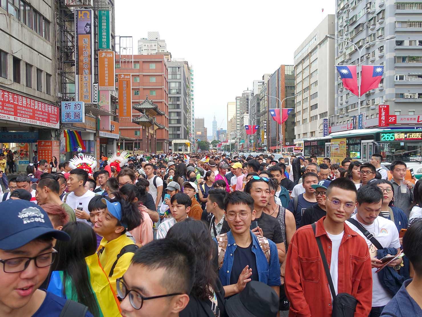 台灣同志遊行(台湾LGBTプライド)2019で善導寺に差し掛かるパレード隊列