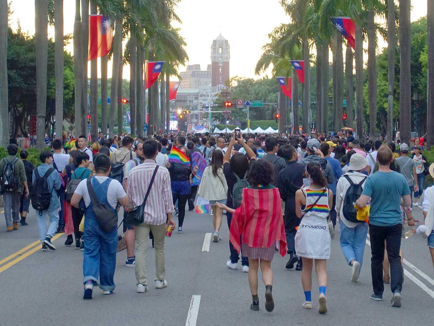 台灣同志遊行(台湾LGBTプライド)2019で總統府前に差し掛かるパレード隊列