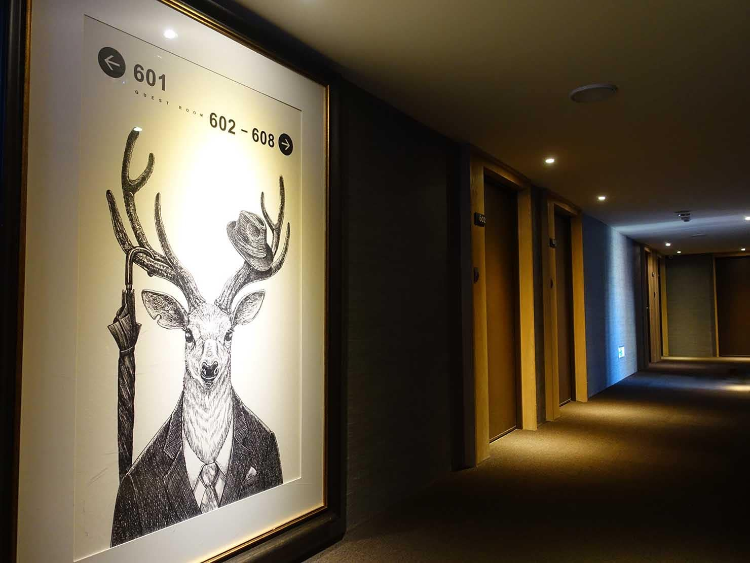 台中駅前のおすすめデザインホテル「紅點文旅 RedDot Hotel」宿泊エリアの廊下