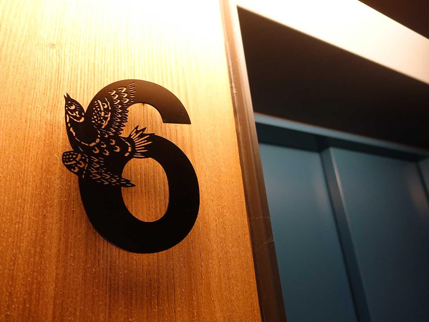台中駅前のおすすめデザインホテル「紅點文旅 RedDot Hotel」宿泊エリアのエレベーターホール