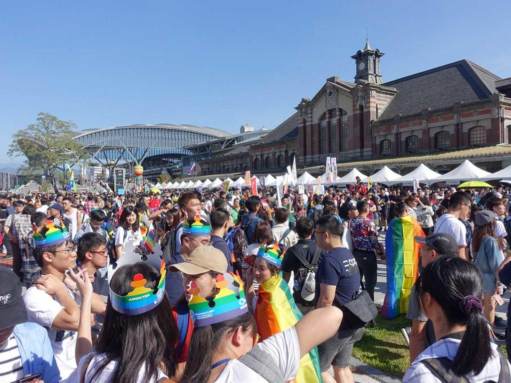 台中同志遊行(台中LGBTプライド)2019の会場となった台鐵・台中駅前
